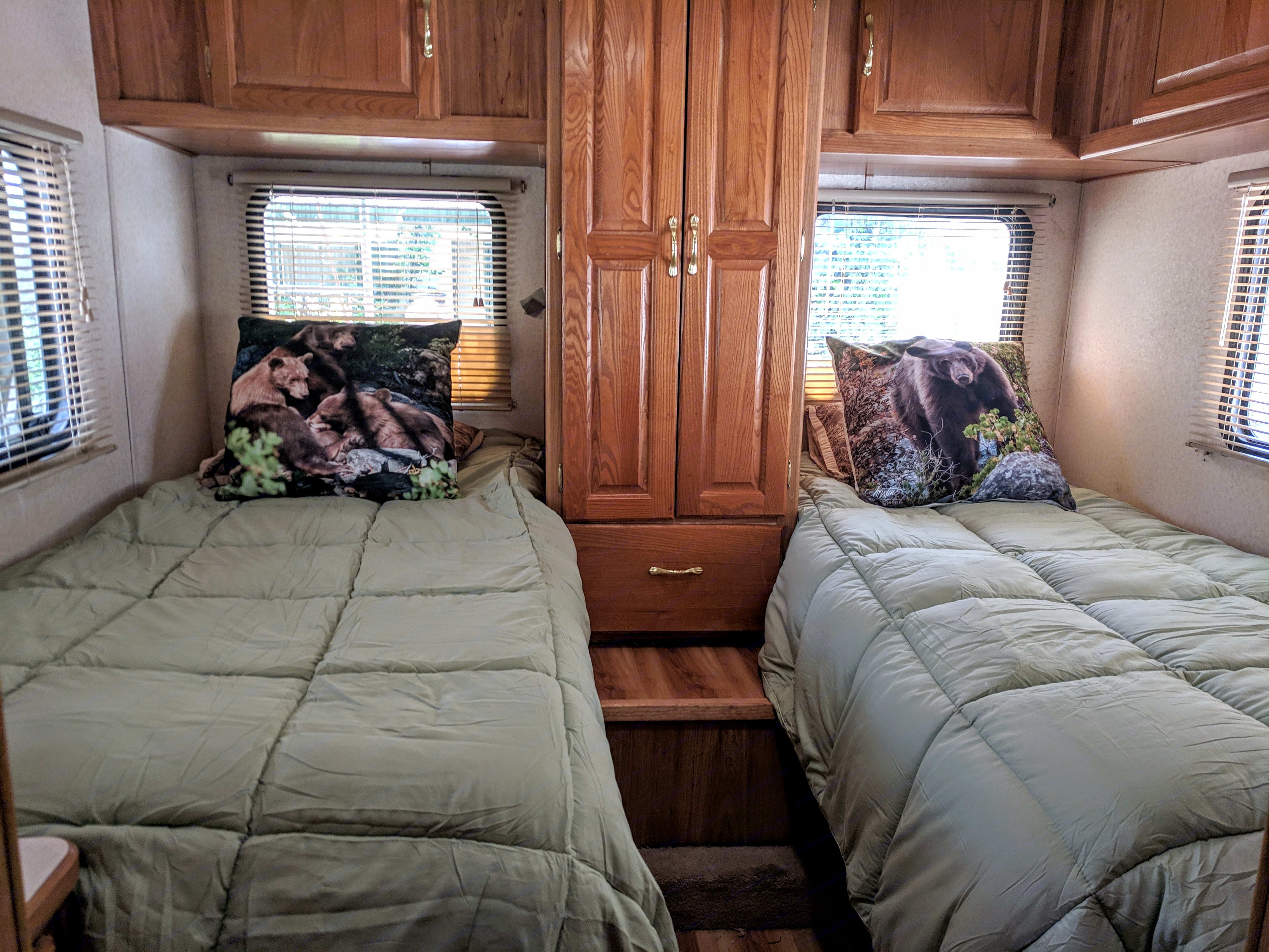 New mattresses, bedding and new mini blinds.. Coachmen Santara 2000