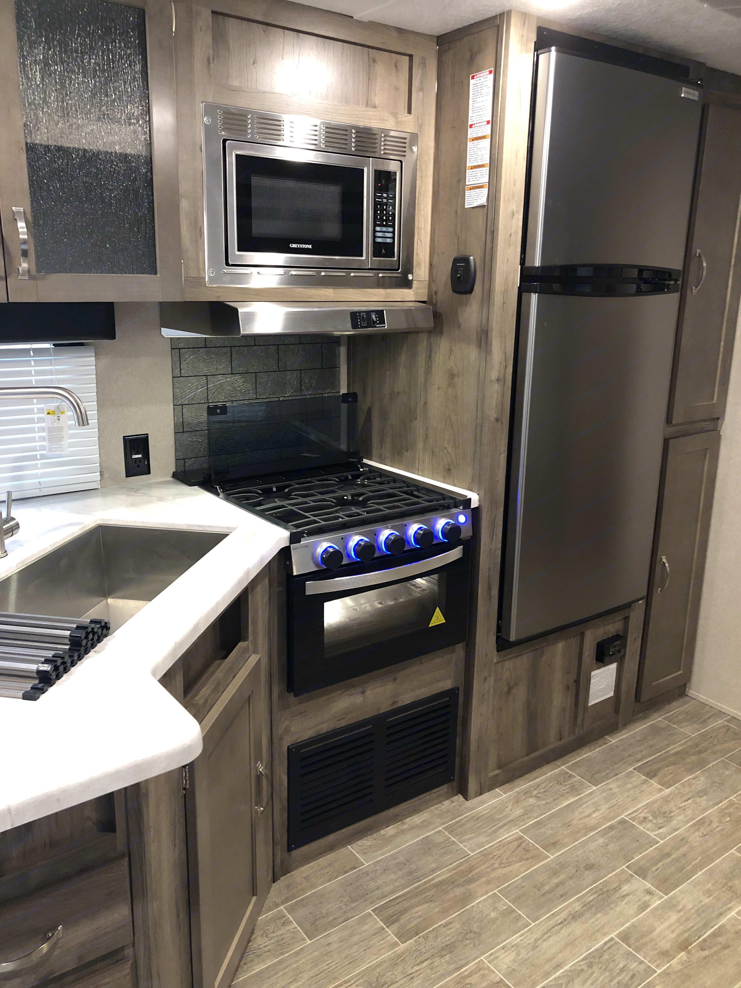 Beautiful full kitchen with deep sink. . Palomino Puma 2019