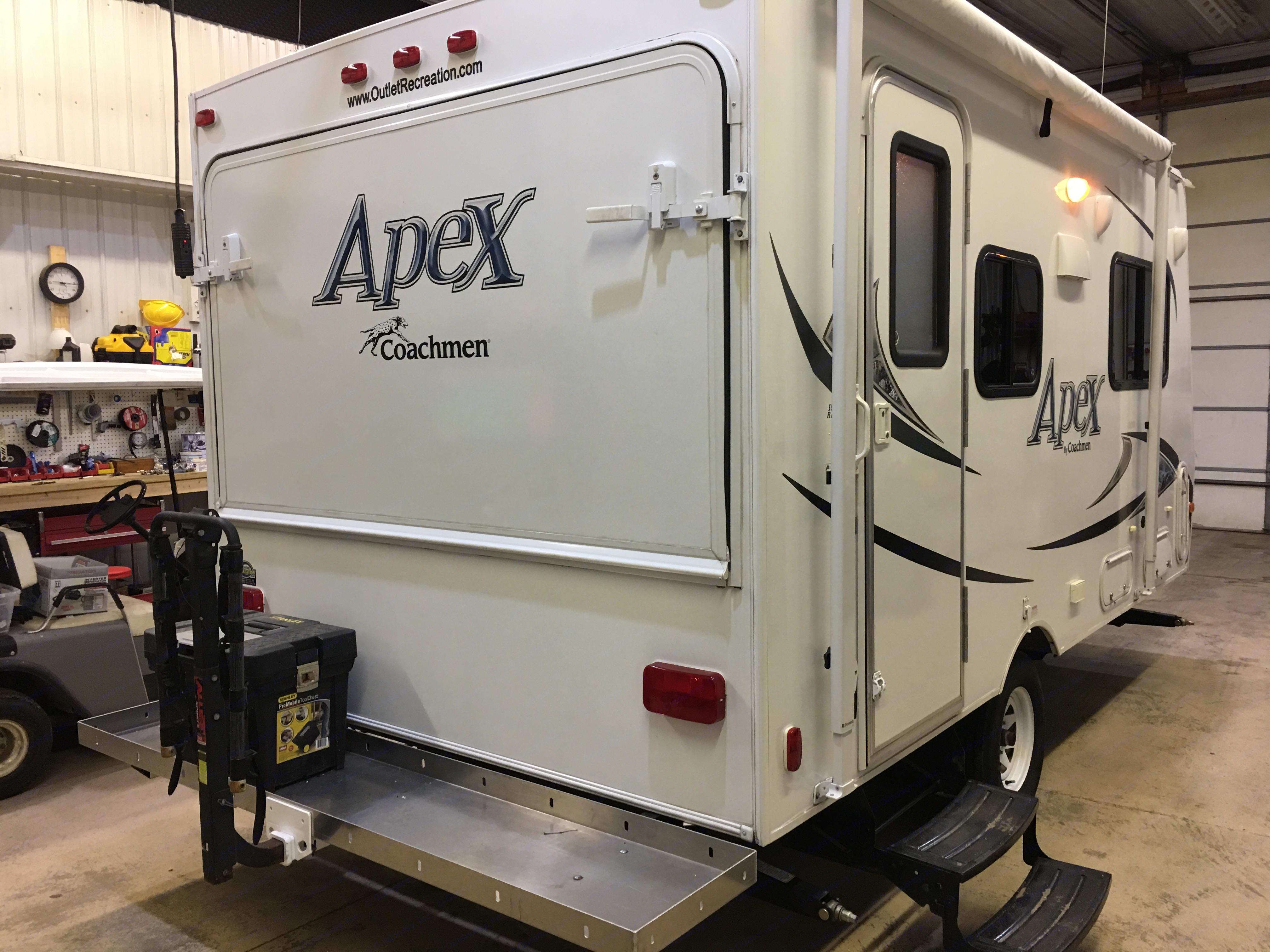 Coachmen Apex 2012