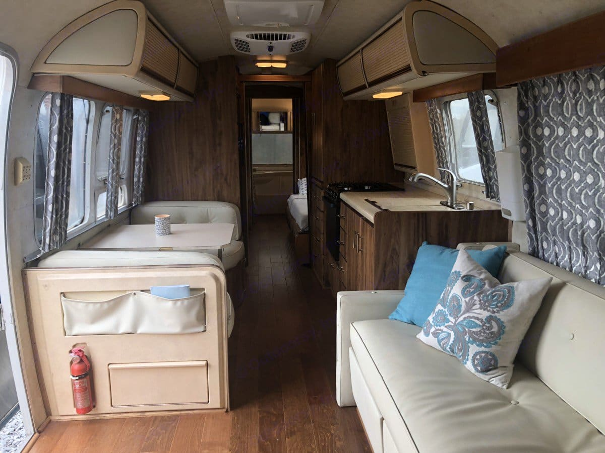 Living area, dining, and kitchen. Airstream Excella 1983