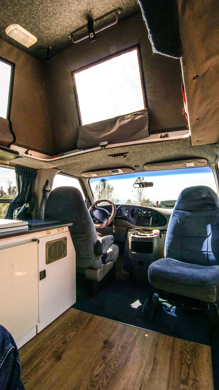 Cockpit. Ford Econoline 150 2001
