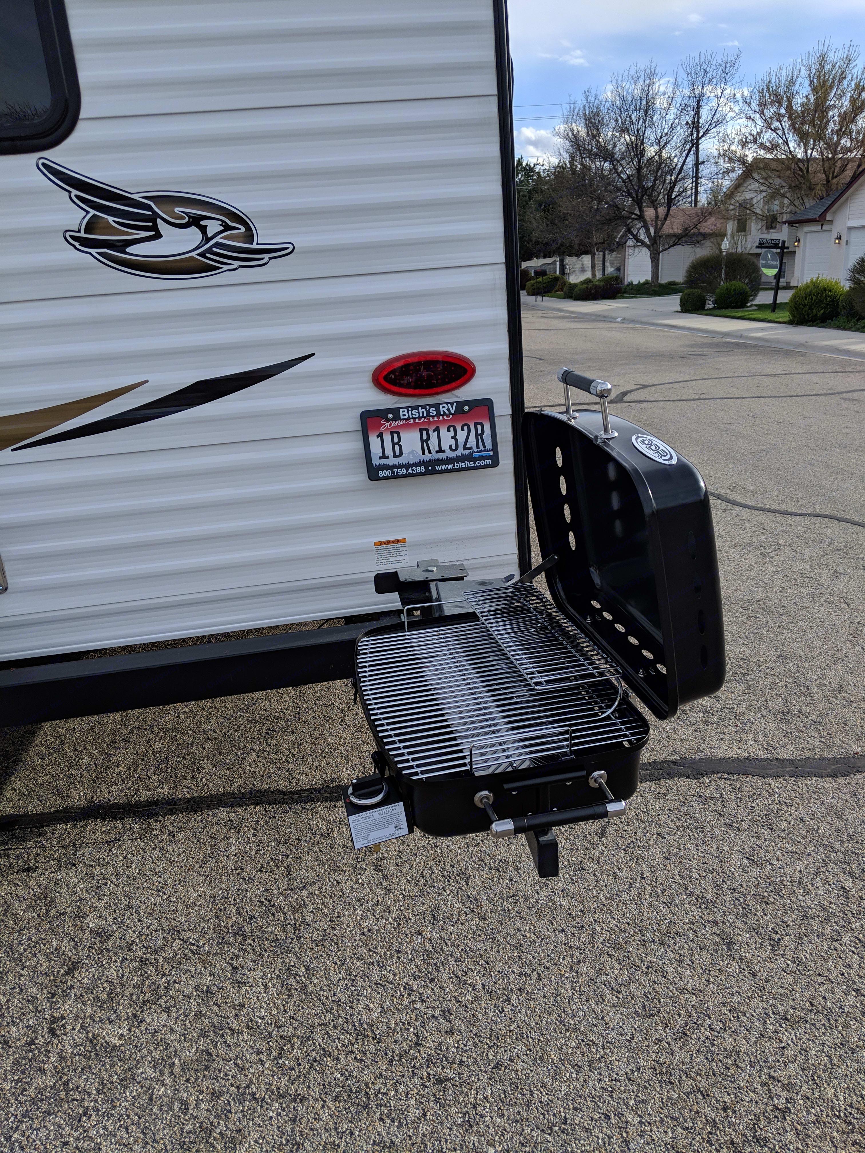 Propane grill. Jayco Jay Flight 2018