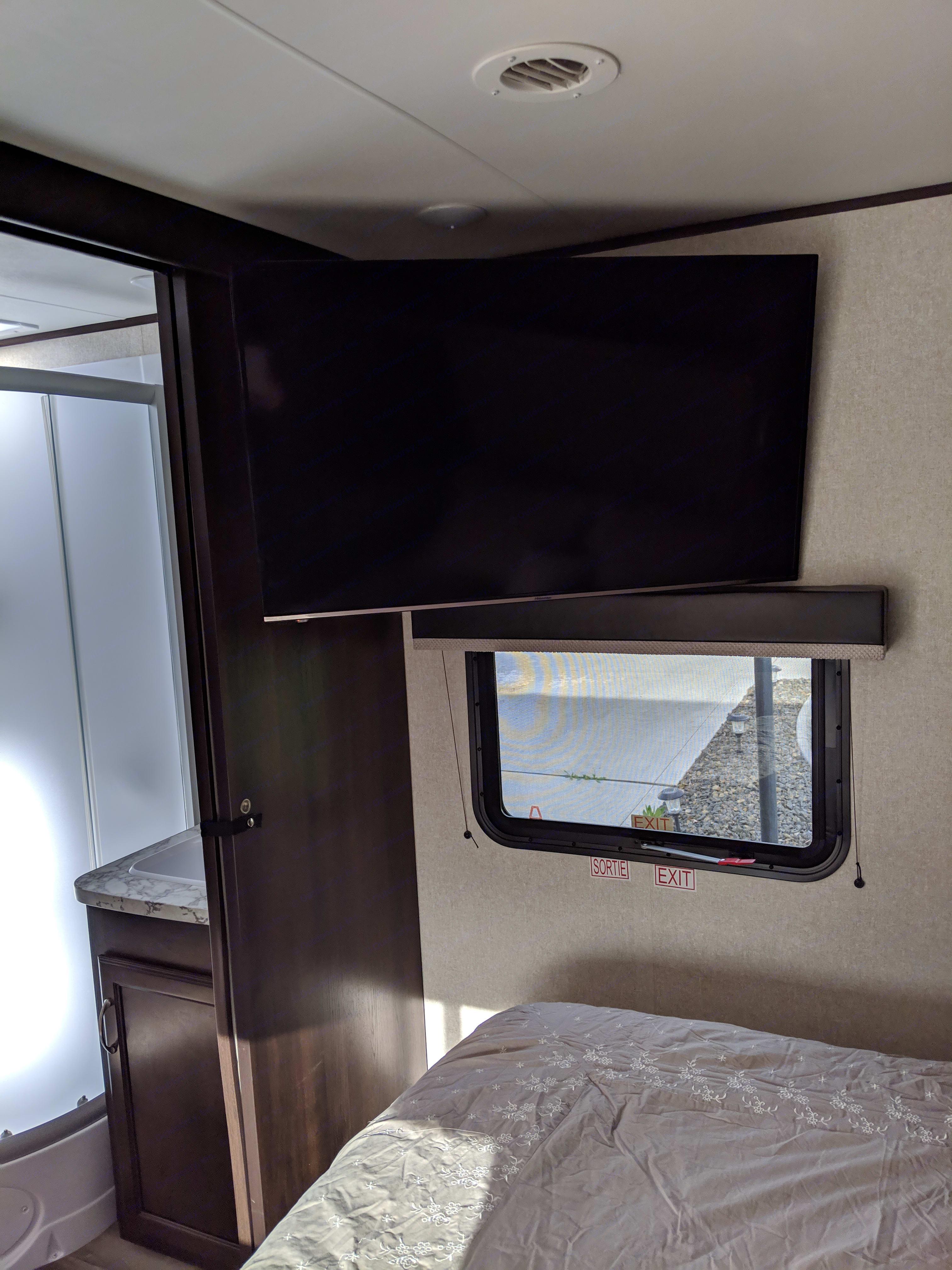 43 in flat screen in bedroom. Jayco Jay Flight 2018