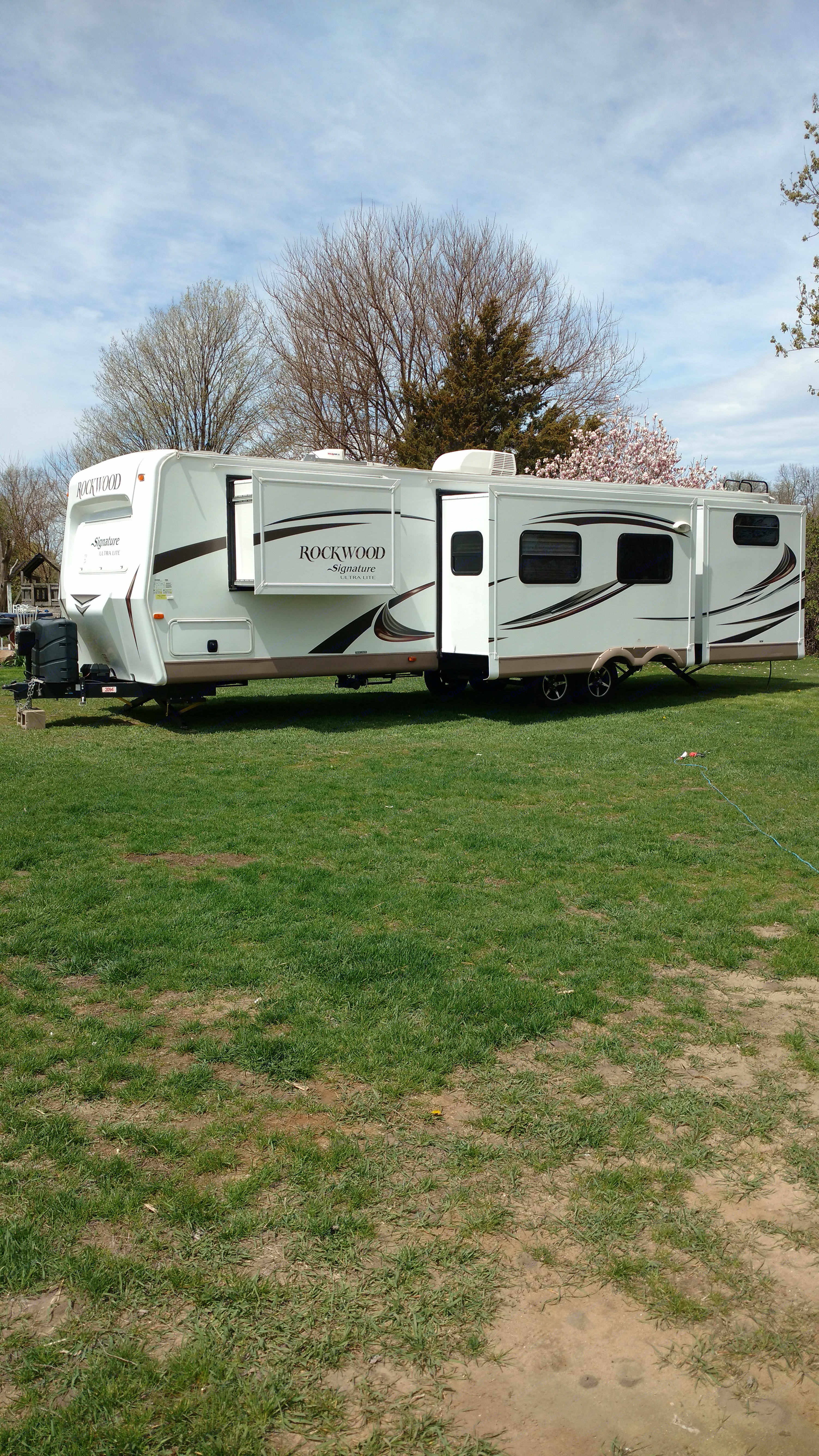 Three slide-outs in the back open up the interior for lots of room.. Forest River Rockwood Signature Ultra 2016