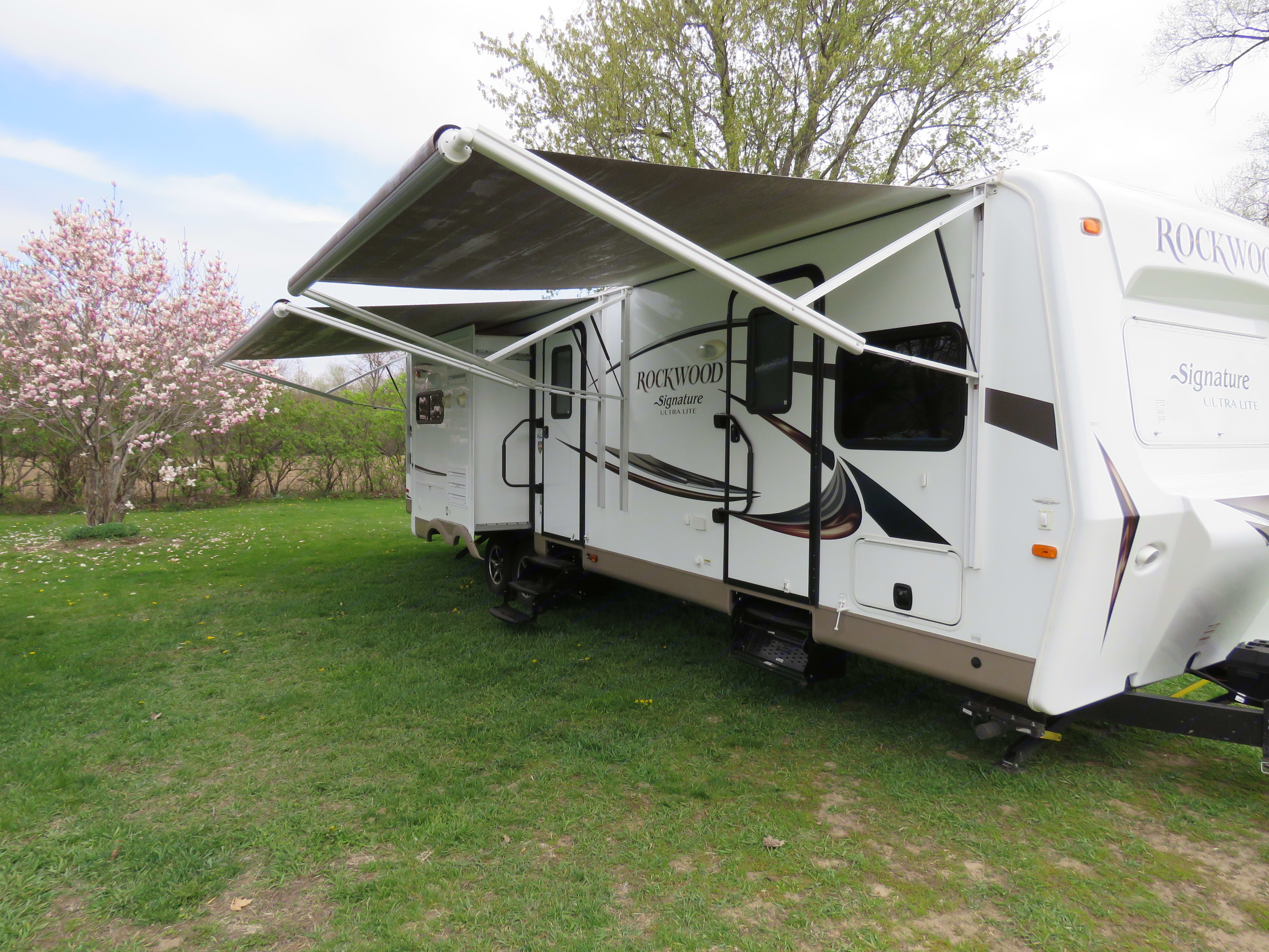 Automatic awnings can be easily adjusted to create shade. . Forest River Rockwood Signature Ultra 2016