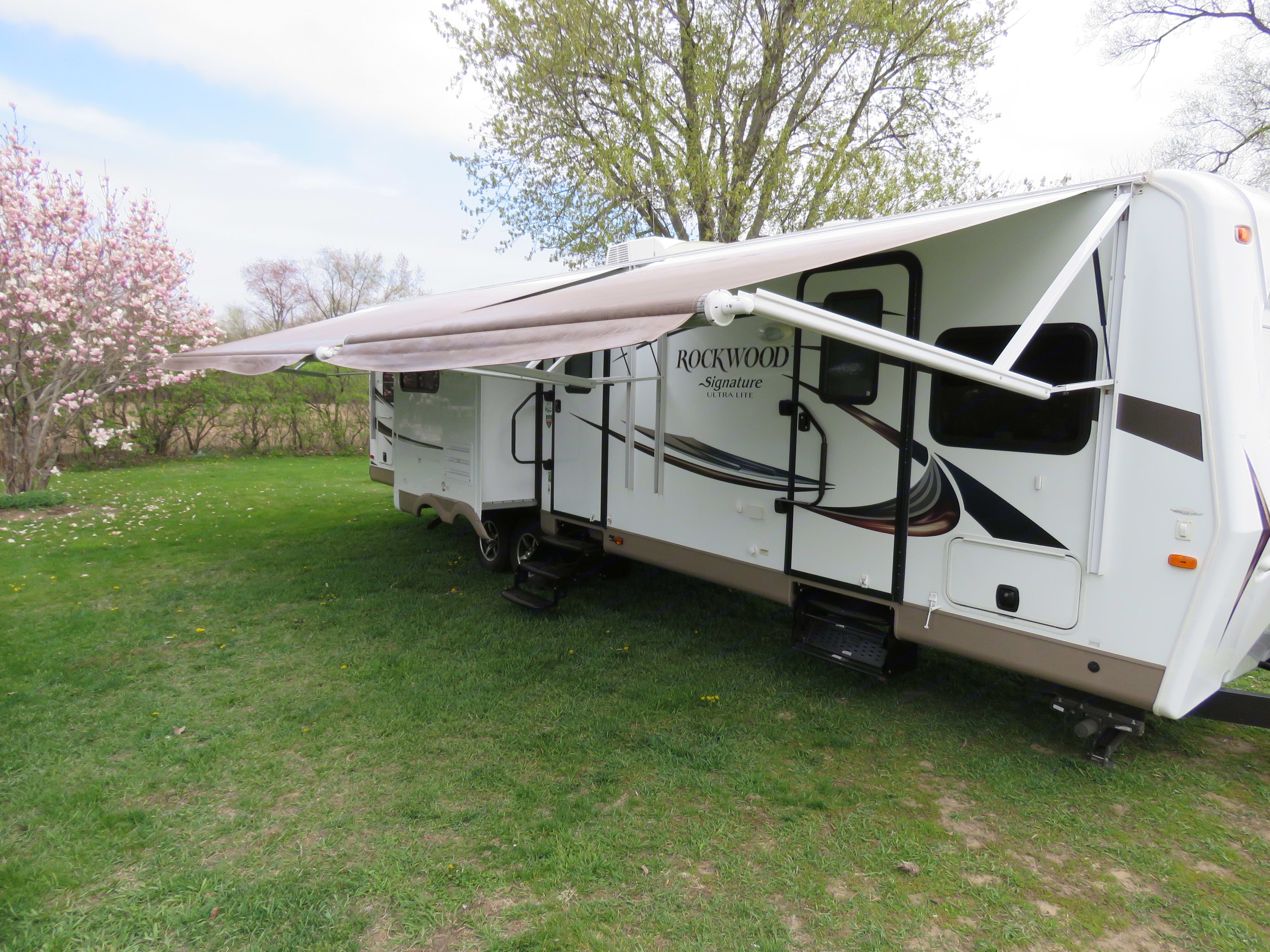 Automatic awnings are be easily adjusted in the rain.. Forest River Rockwood Signature Ultra 2016