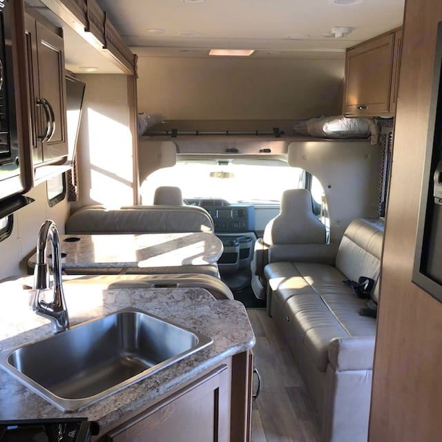 Tons of space, even with the slider in. . Thor Motor Coach Four Winds 2018