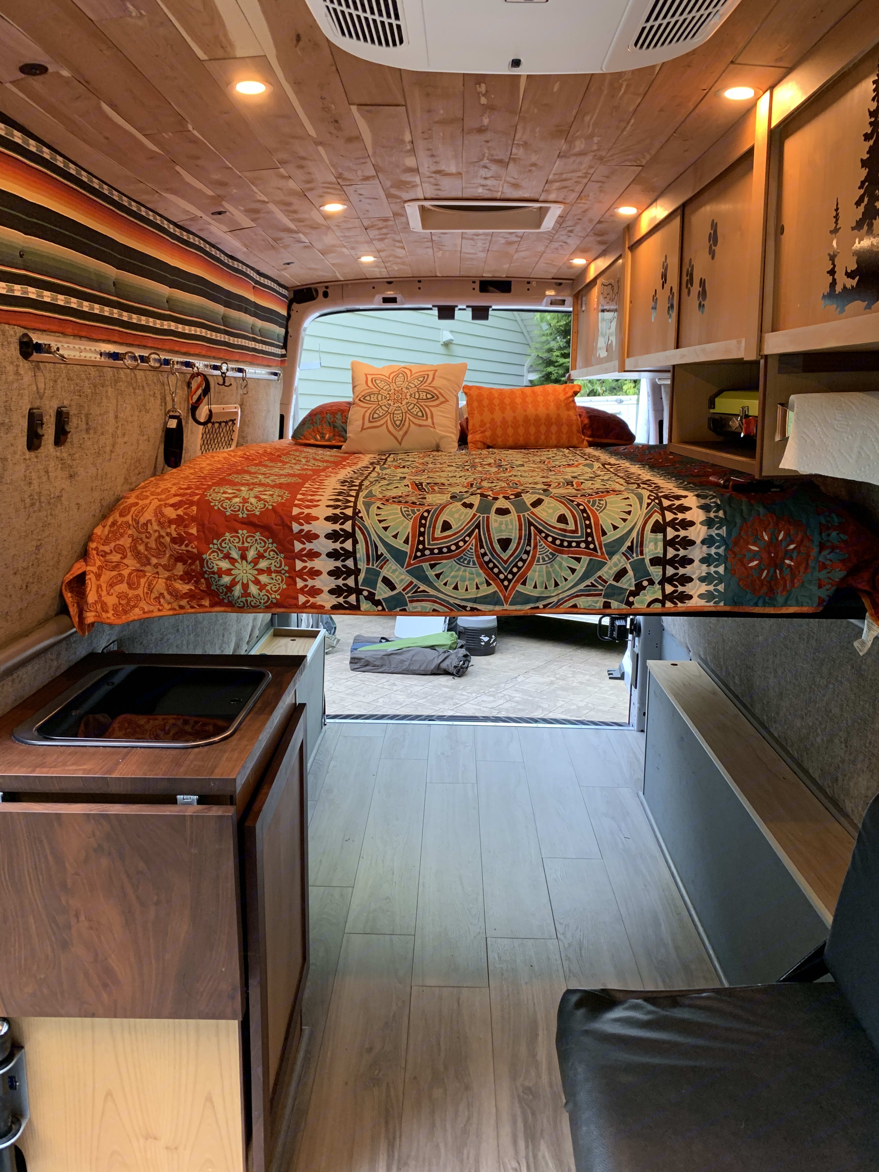 """Queen sized bed with 4"""" memory foam mattress, all linens/pillows included with rental. Ford Transit Custom 2017"""