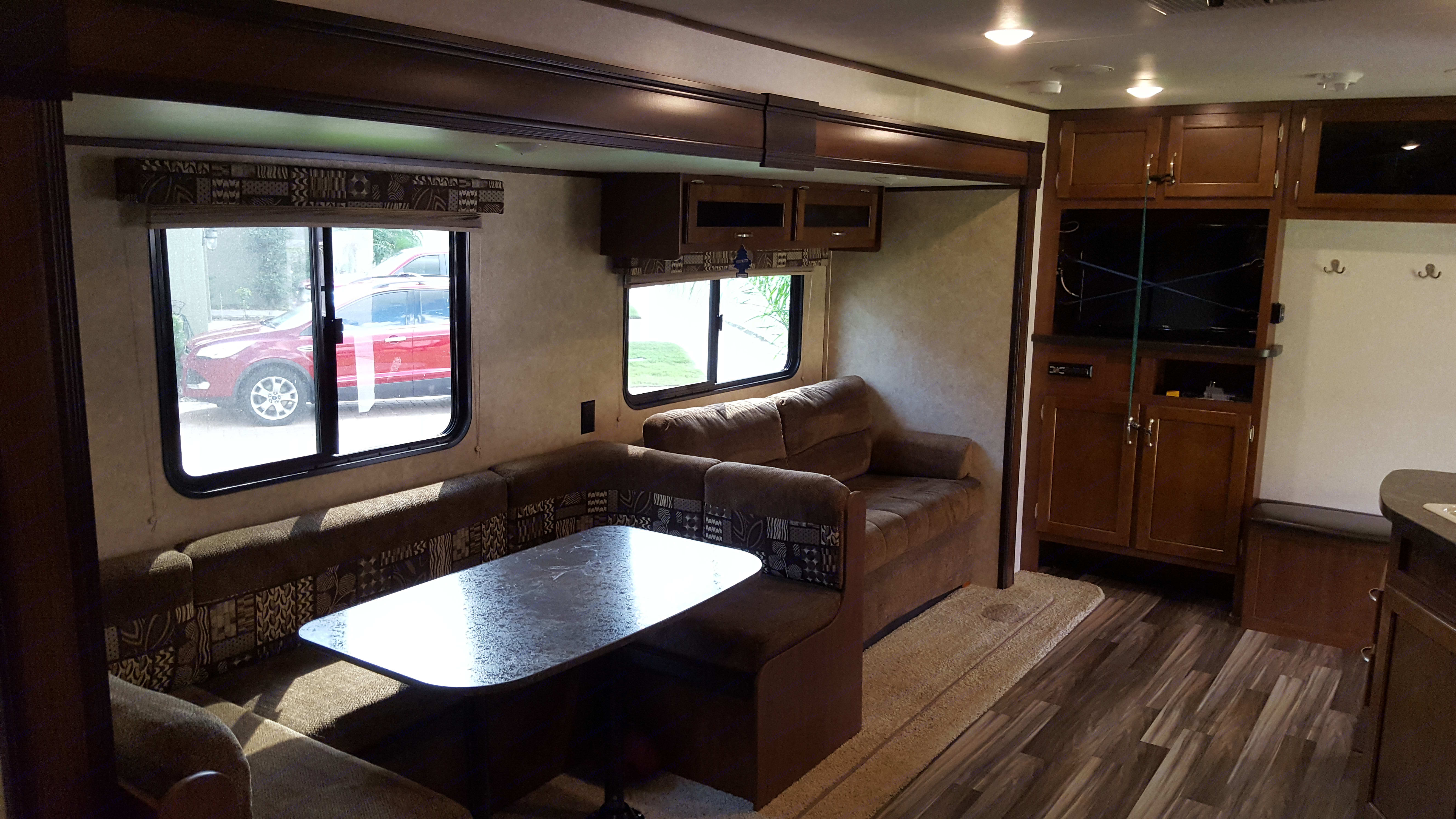 Kitchenette & Sofa bed. Jayco Jay Flight SLX 287 BHSW 2017