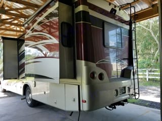 35 foot,  3 slides comfortable RV with bunk beds that sleeps 8 people. It reminds me of an apartment on wheels. . Forest River Georgetown 2011