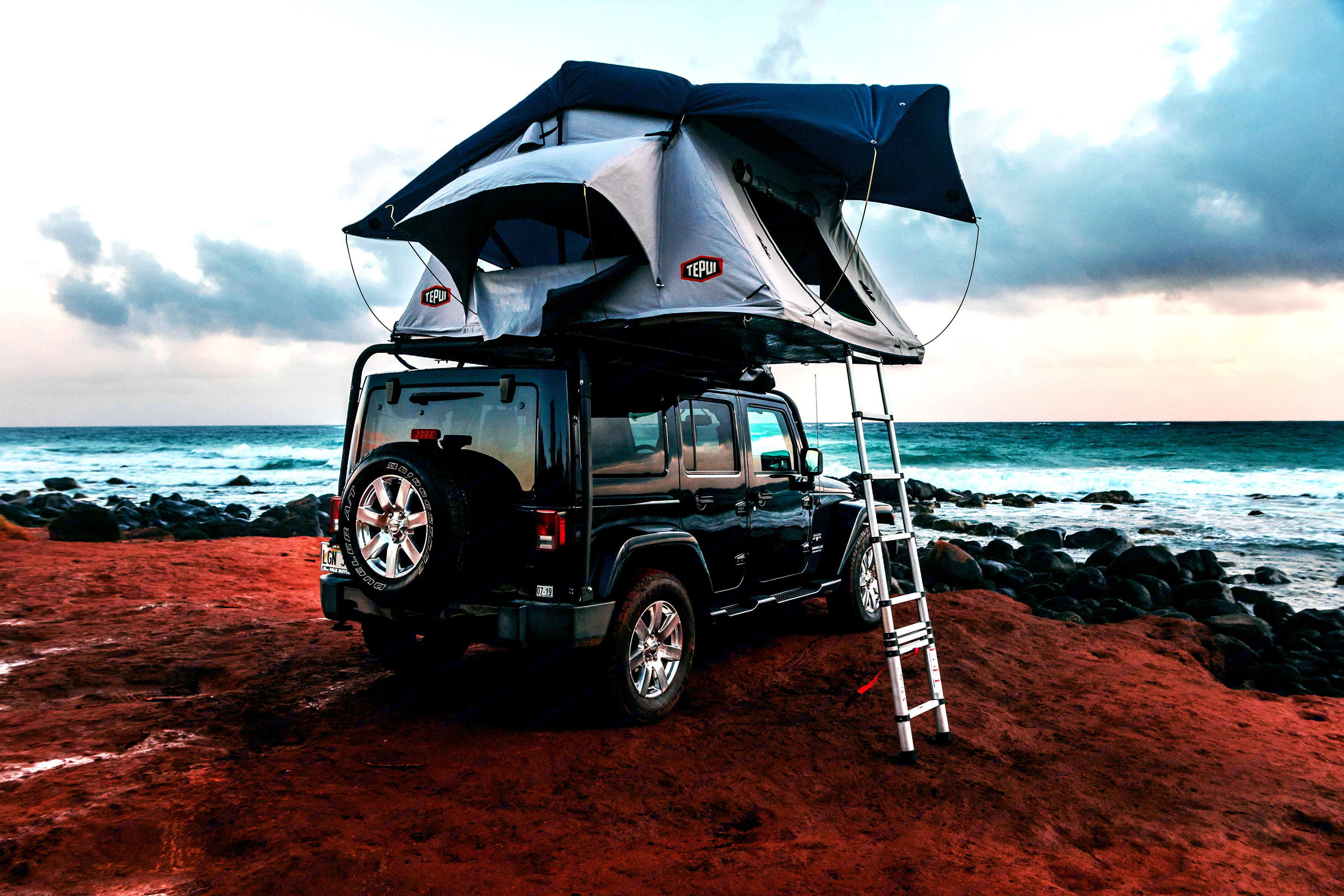 Here the tent is holding up without issue in 25-30mph winds!. Jeep Wrangler Unlimited 2016