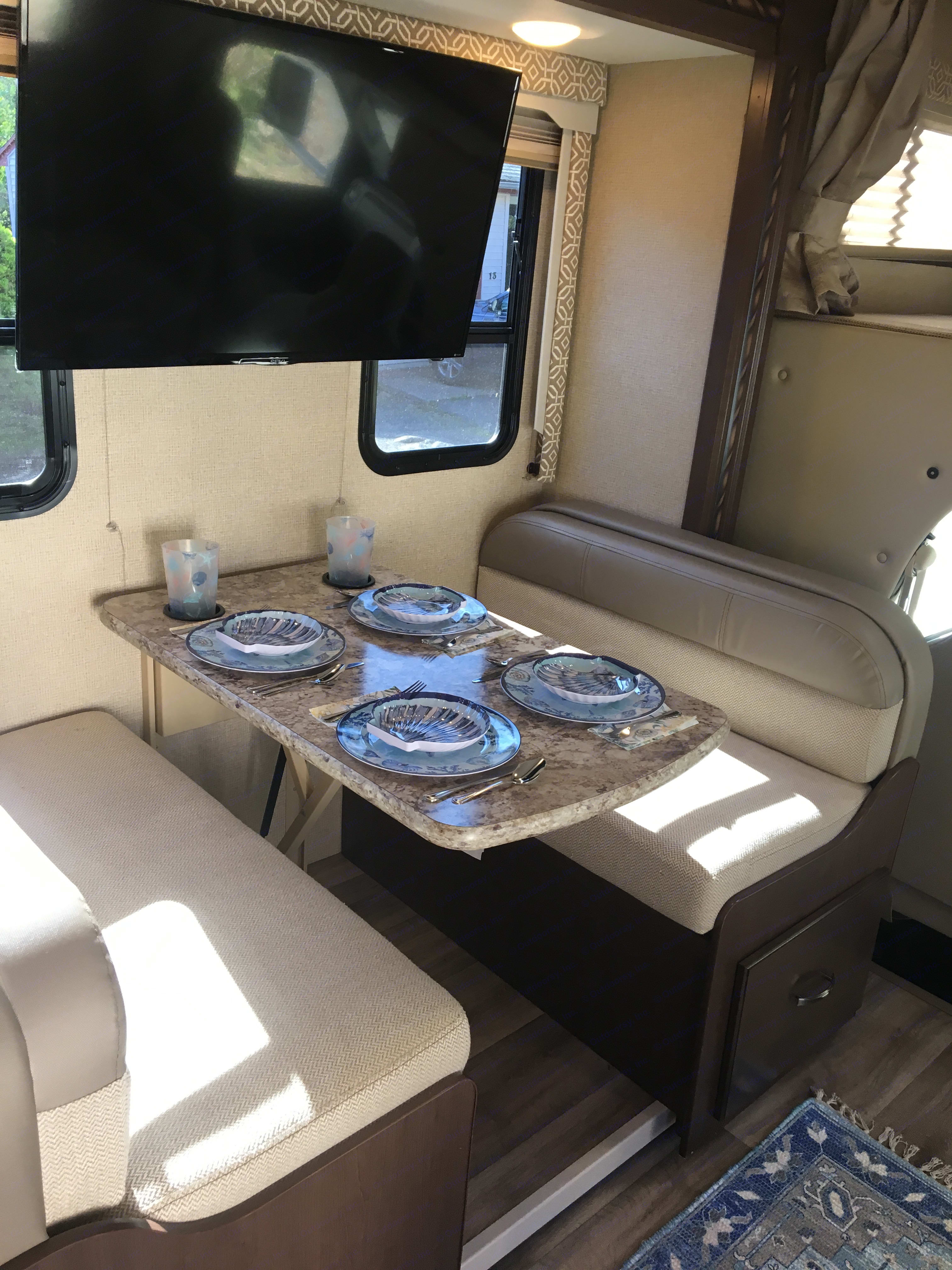 Dining table: converts to double bed. Thor Motor Coach Freedom Elite 2017