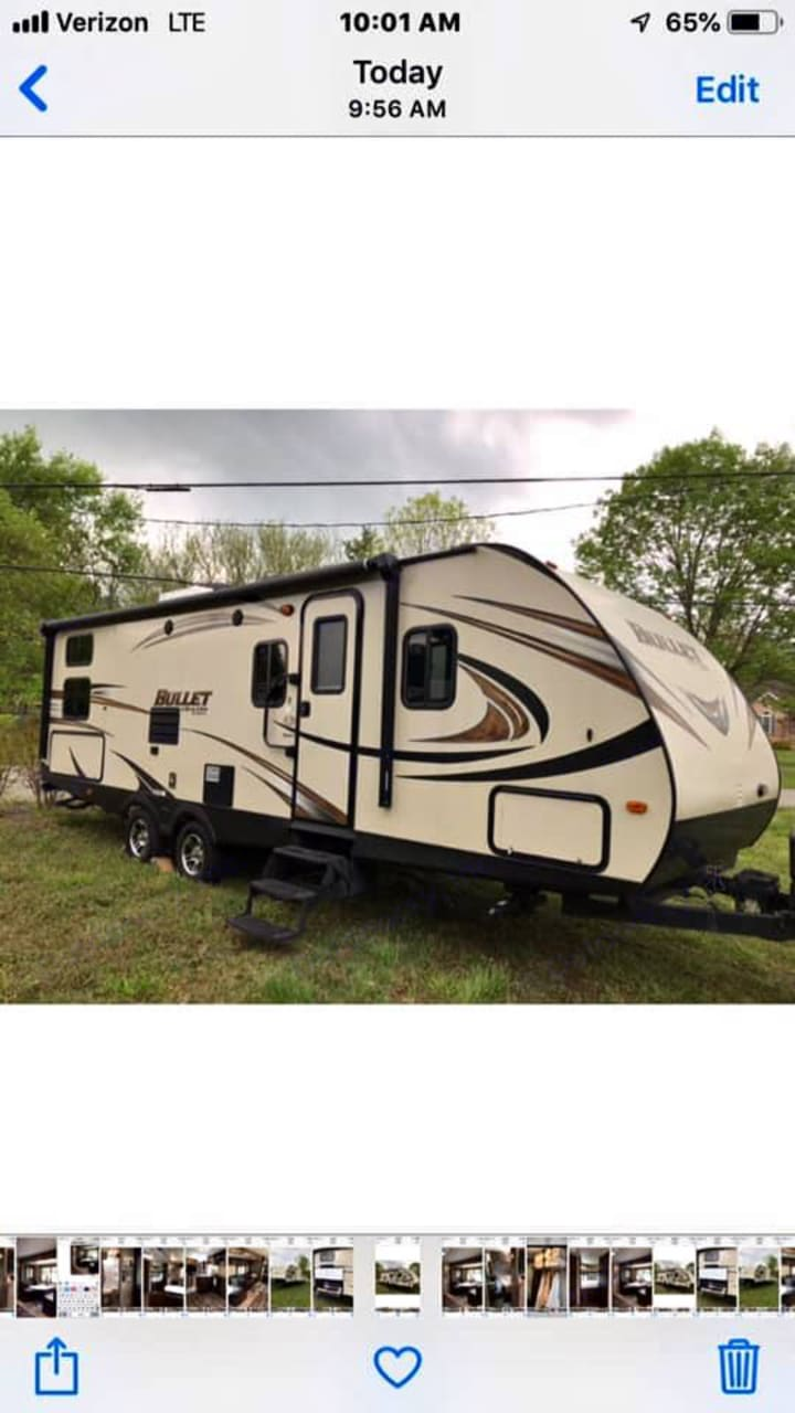 Large Camper with tons of room for relaxing!. Keystone Bullet 2016