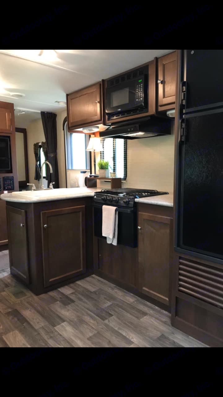 Well laid out kitchen with island. Keystone Bullet 2016