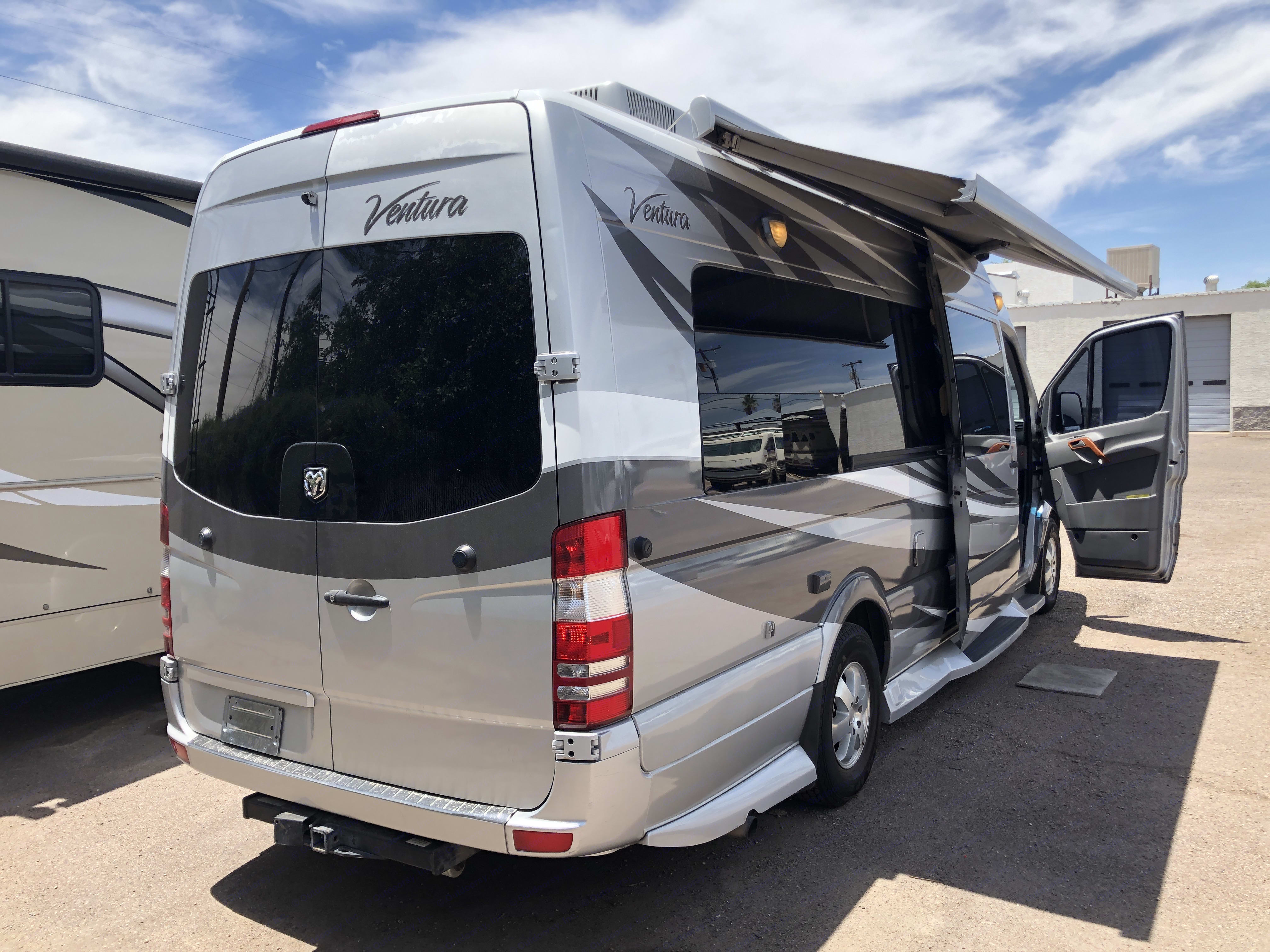 Power awning. Thor Motor Coach Four Winds 2010