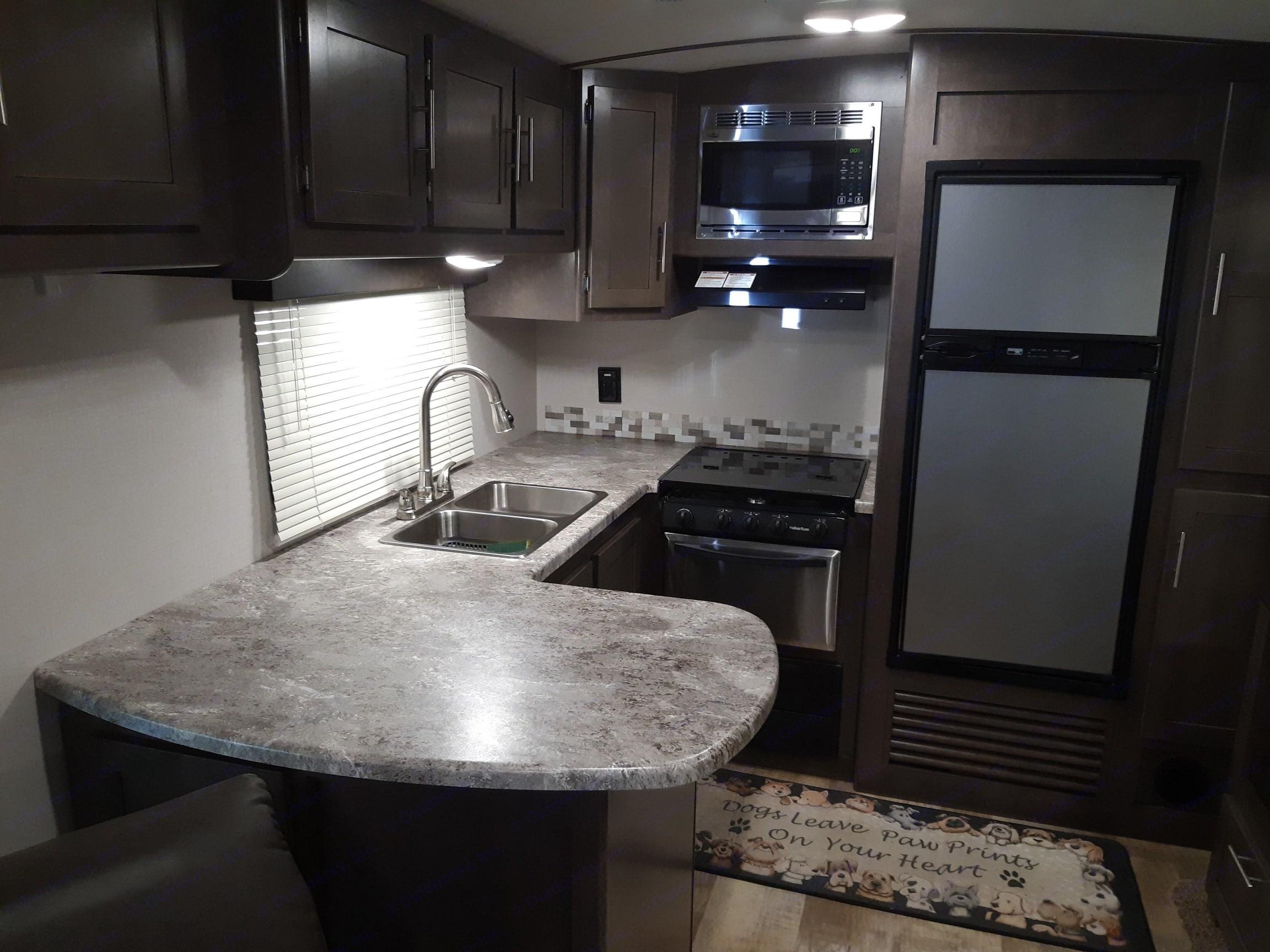 rear kitchen. Crossroads Sunset Trail Super Lite 2017