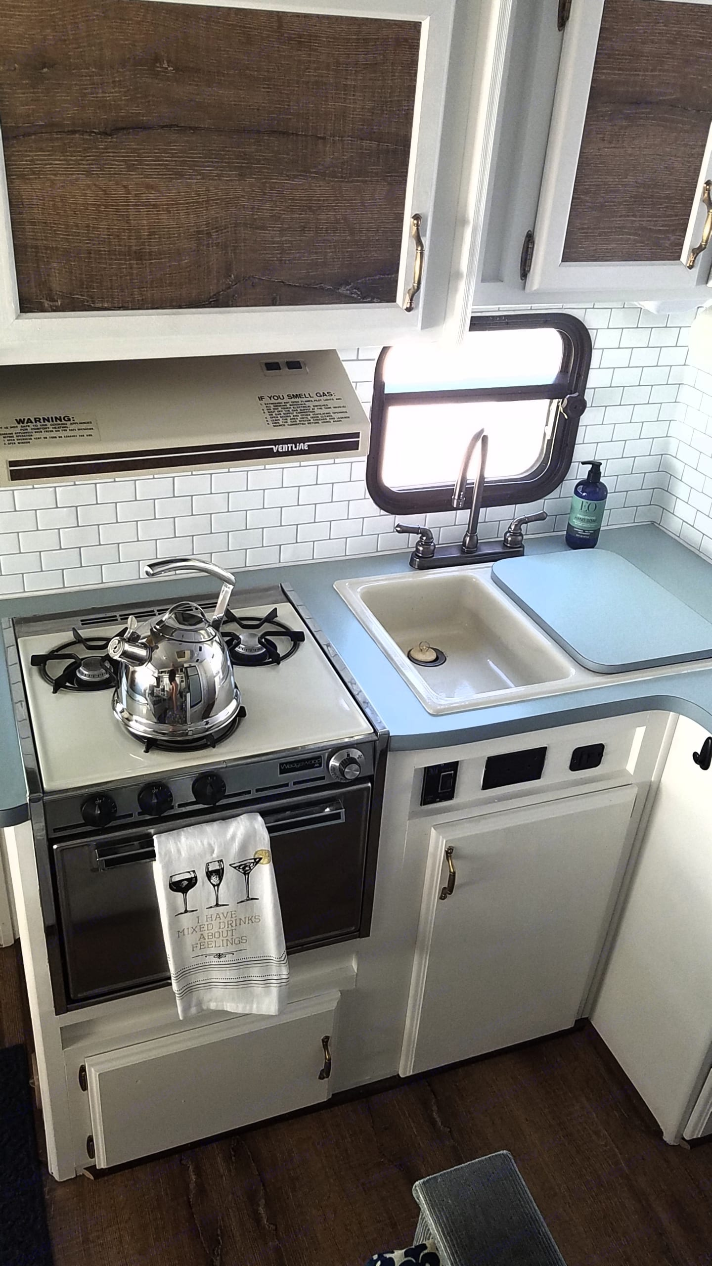 Original stove and oven works great. . Ford Mallard 1989