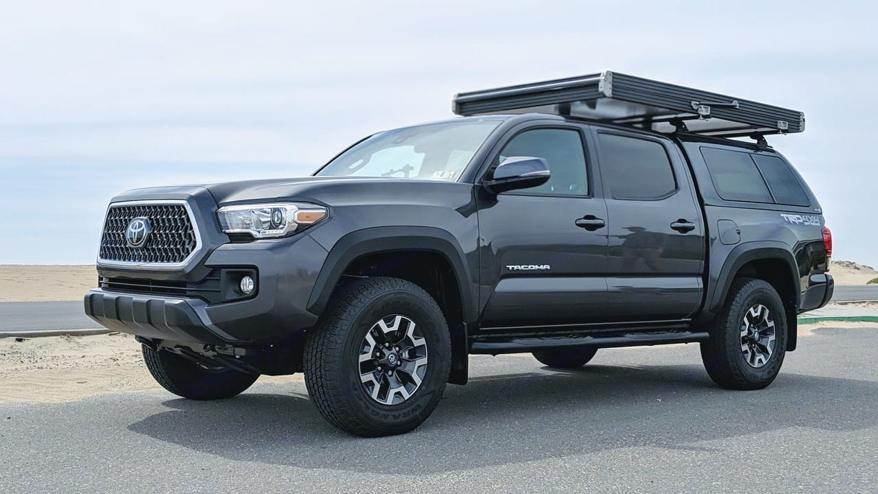 2019 Toyota Tacoma TRD Off Road w/ GFC Roof Top Tent Closed. Toyota Tacoma 2019