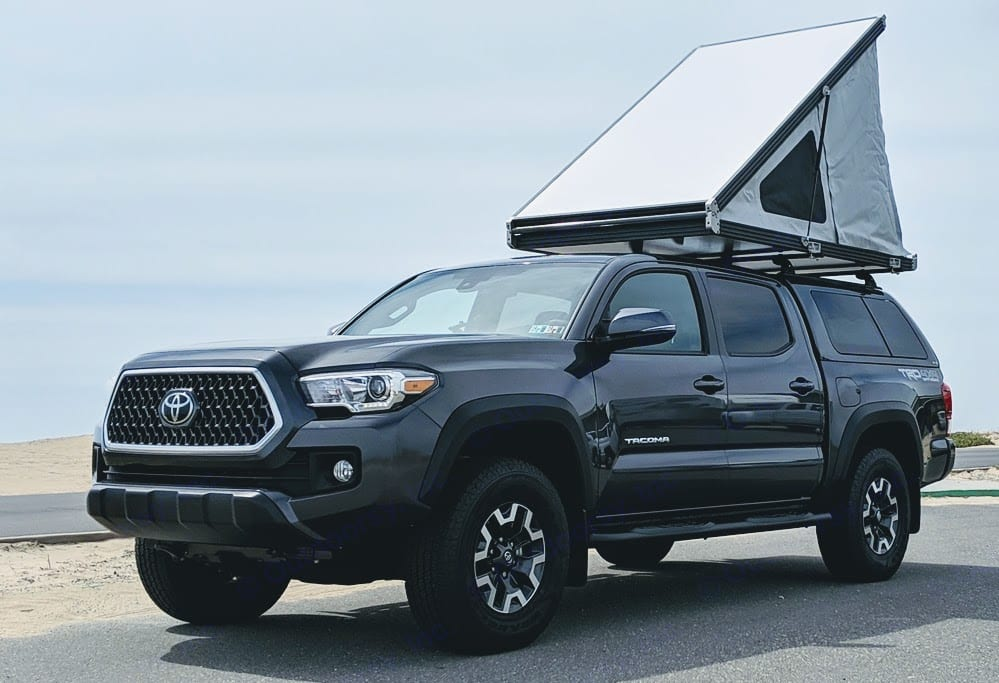 2019 Toyota Tacoma TRD Off Road w/ GFC Roof Top Tent Open. Toyota Tacoma 2019