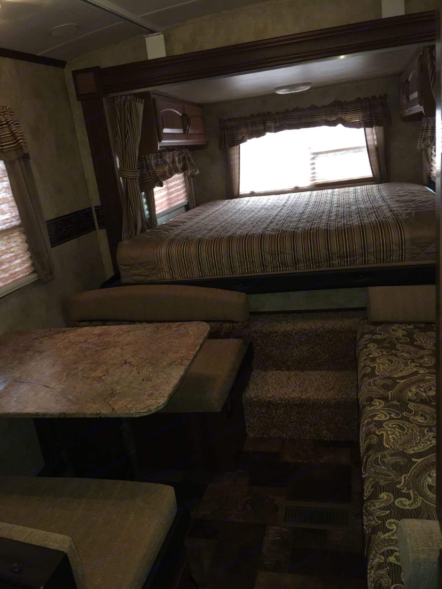 Queen bed, dinette which becomes a bed, couch which becomes a bed.. Keystone Outback 2013