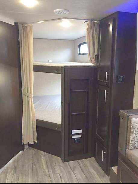 Double-on-Double Bunk Beds. Forest River Cherokee Grey Wolf 2018