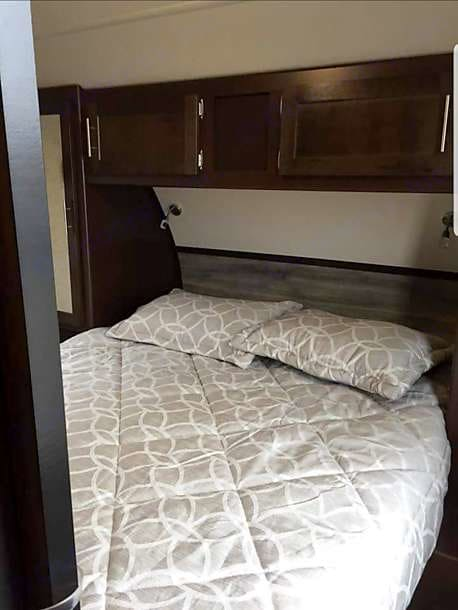 Master (short) Queen Size bed . Forest River Cherokee Grey Wolf 2018