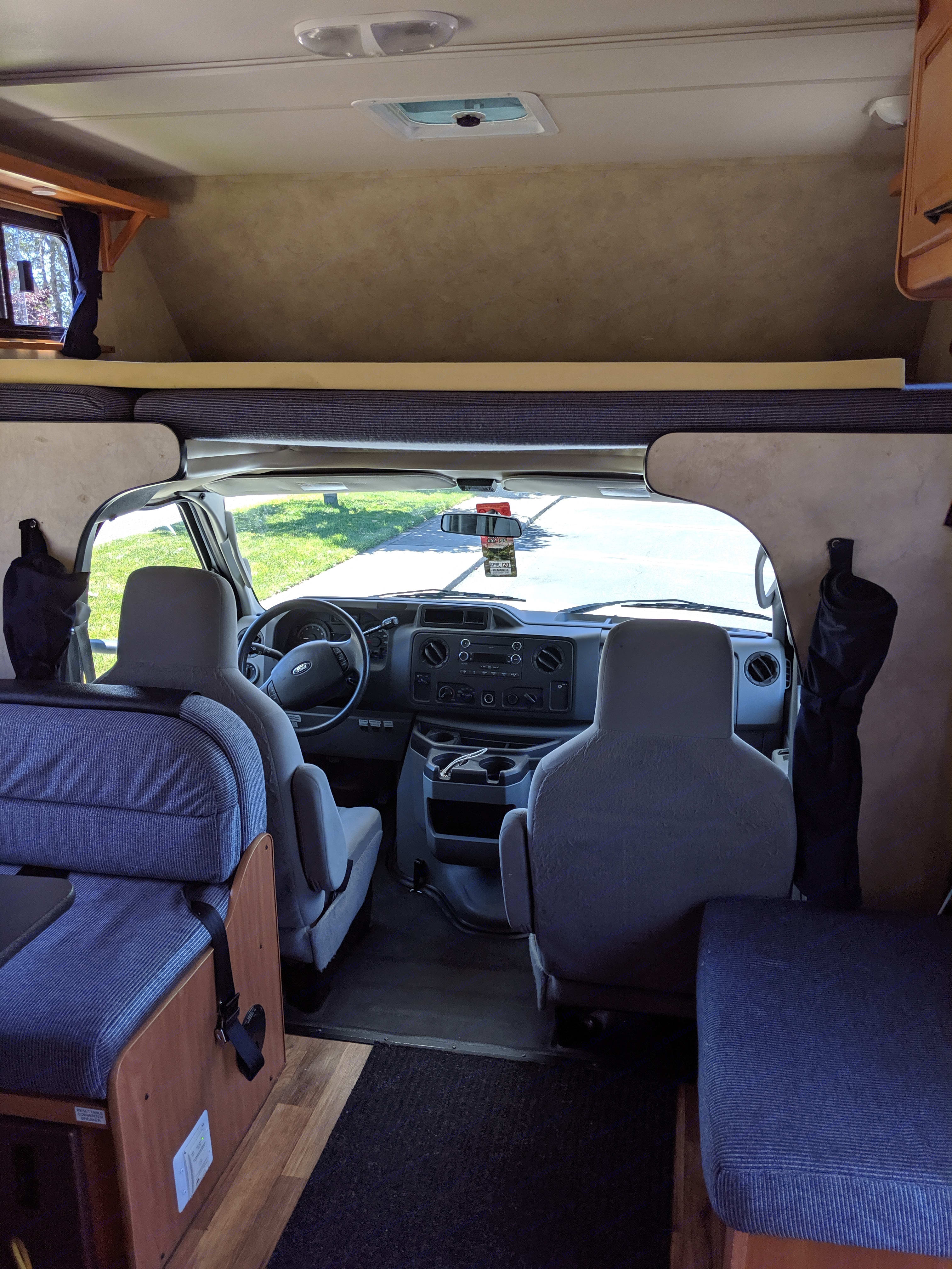 Queen size over-cab bed sleeps 2 + comfy captain area. Thor Motor Coach Four Winds Majestic 23a 2012
