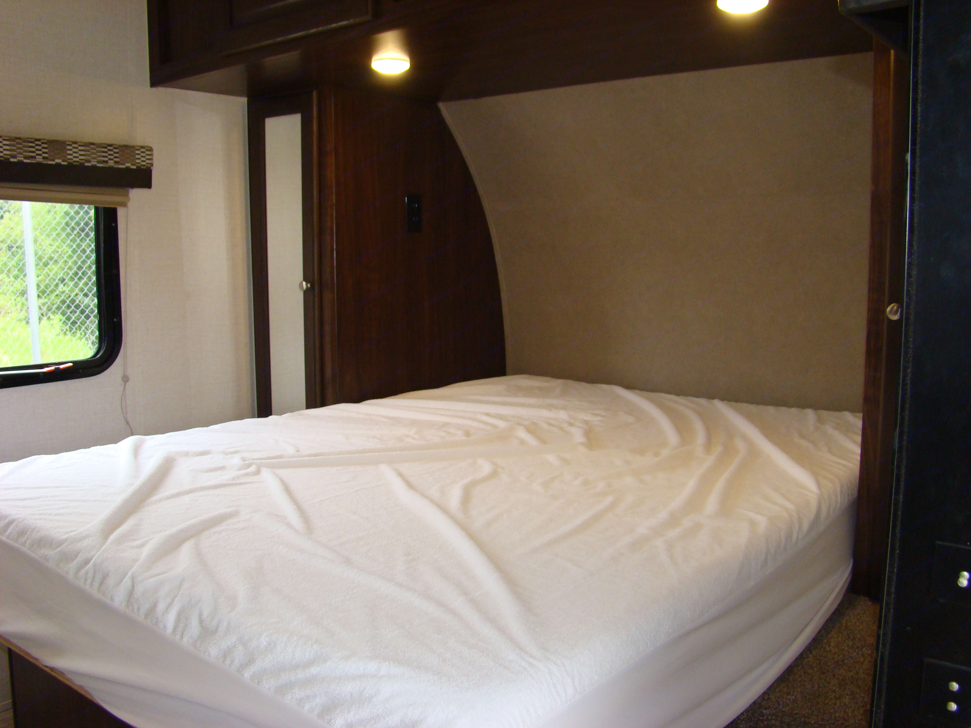 Comfortable full size bed. Palomino Palomini 180FB 2019