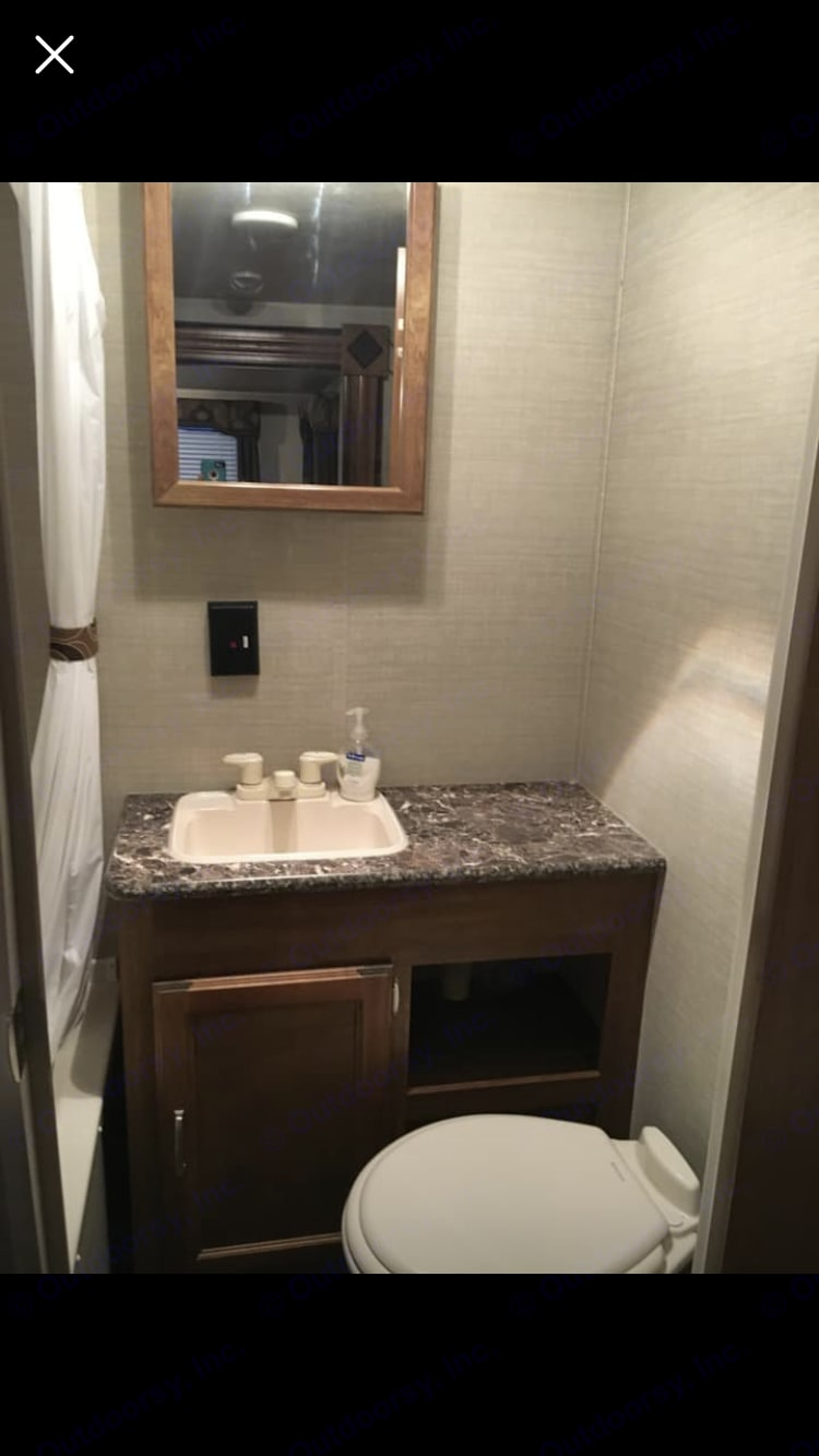 Bathroom is in excellent condition. . Keystone Summerland 2015