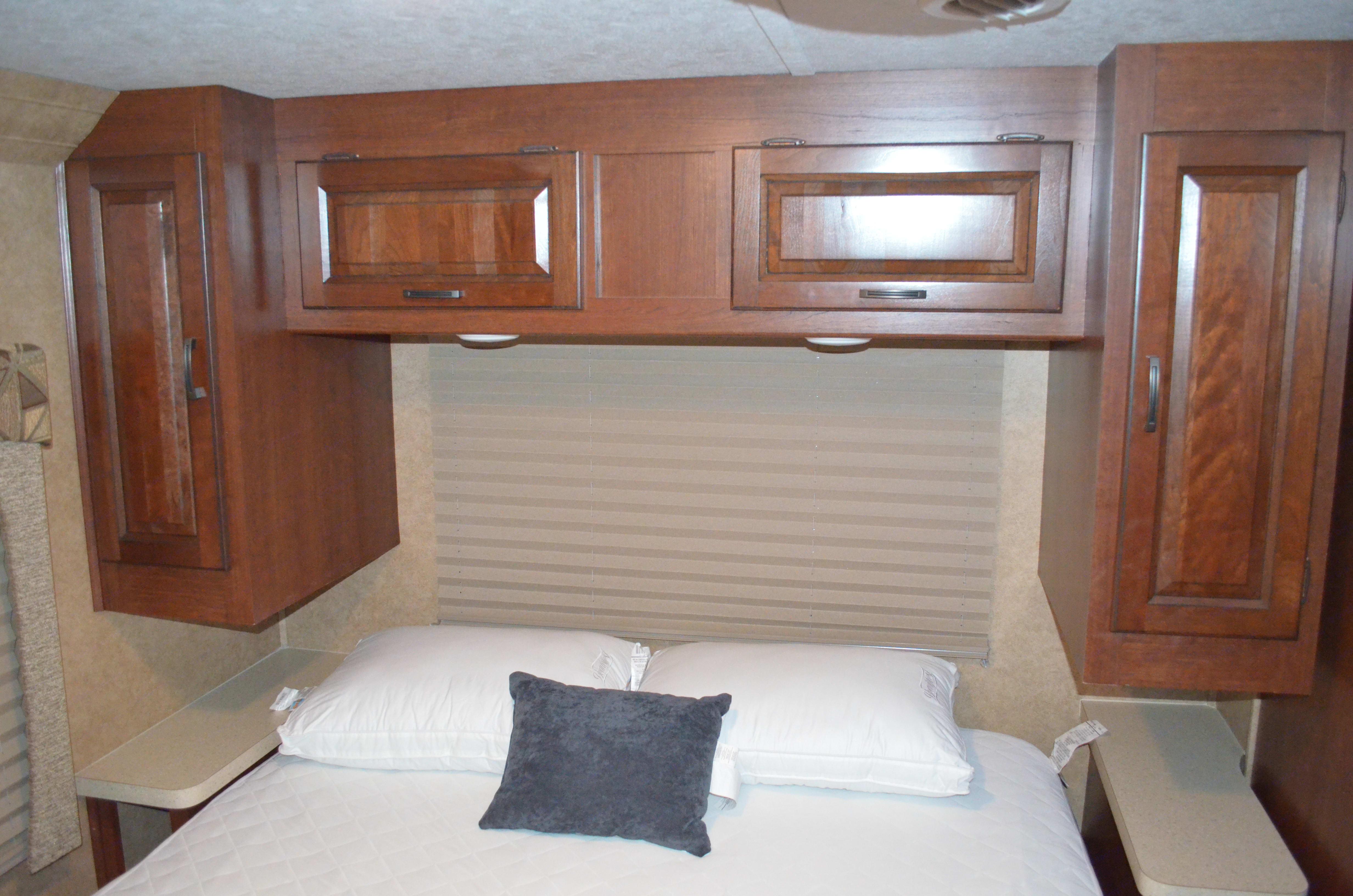 Master bedroom . Forest River Sunseeker 2014