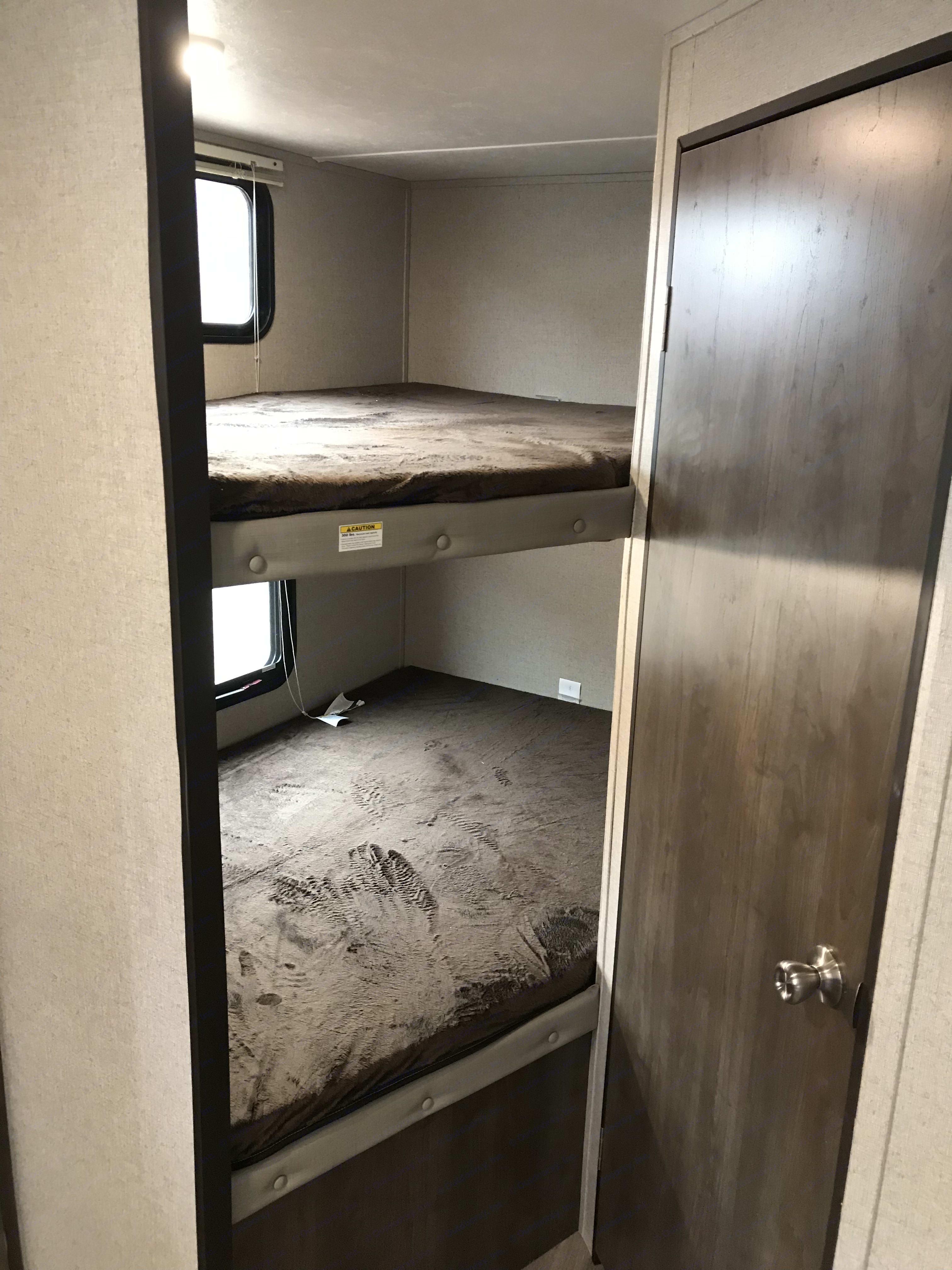 Bunk beds . Coleman 262 BHWE 2019