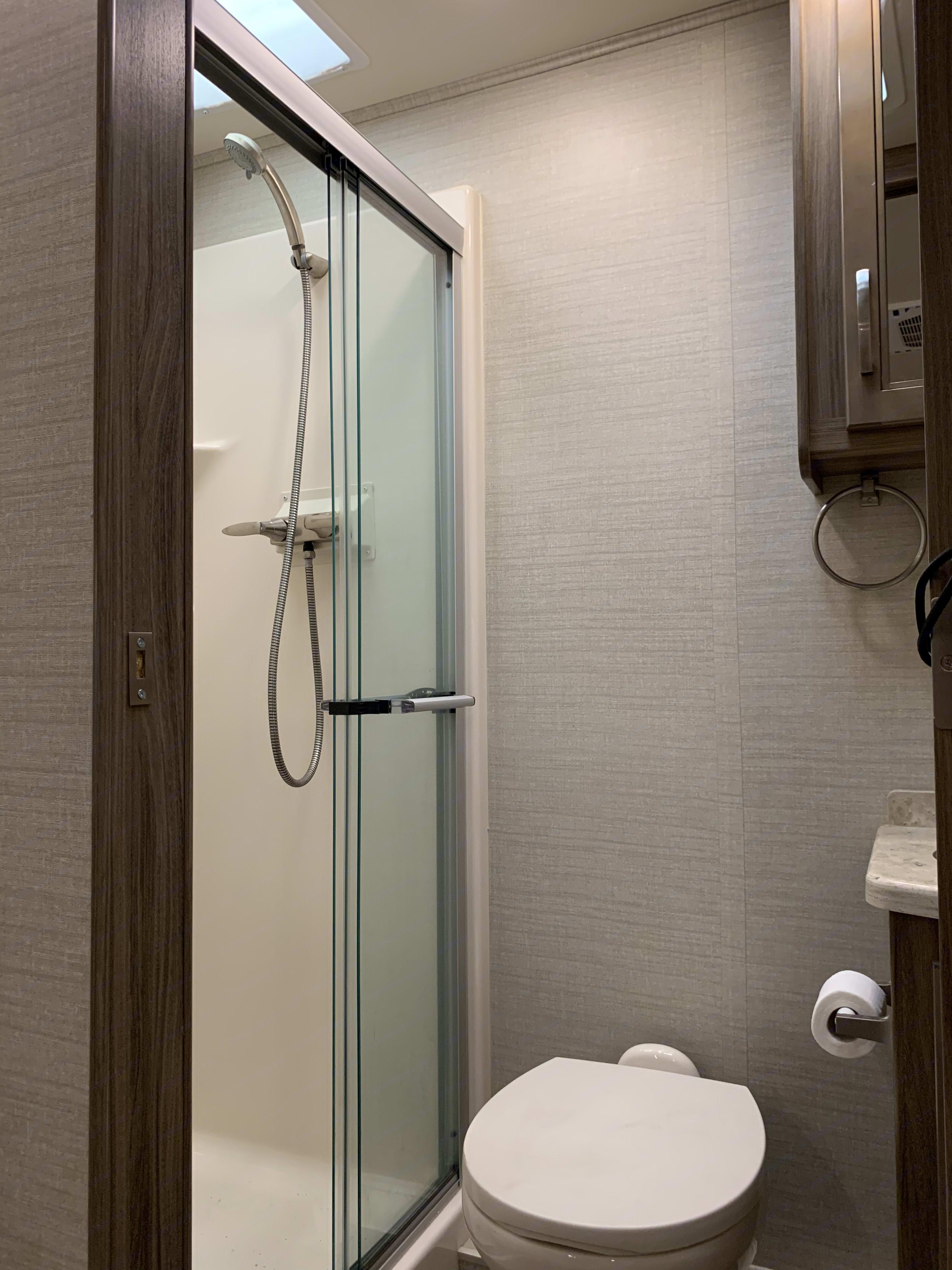 Glass shower doors. Jayco Precept 2018