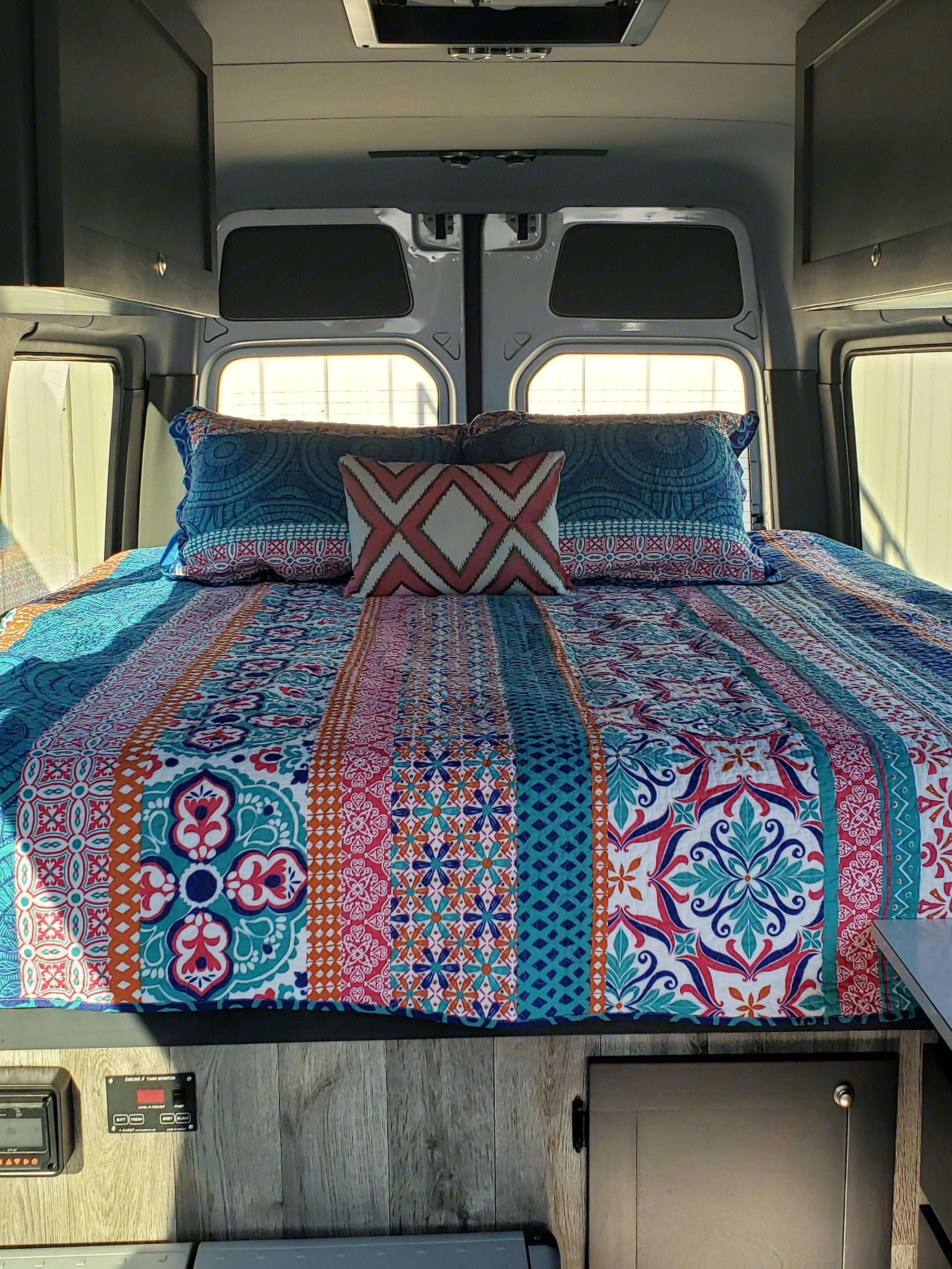 King size bed. Mercedes-Benz Sprinter 2013