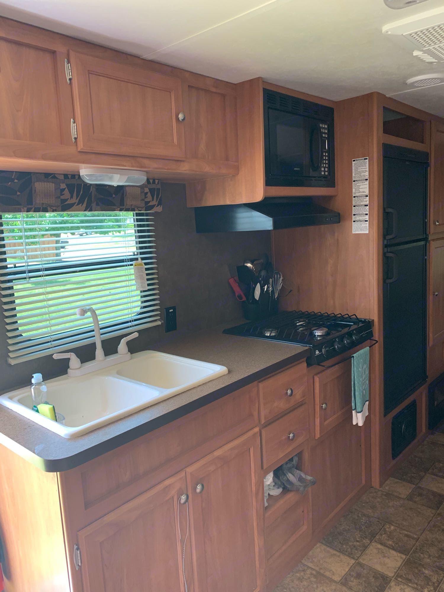kitchen. Shasta Oasis 2015