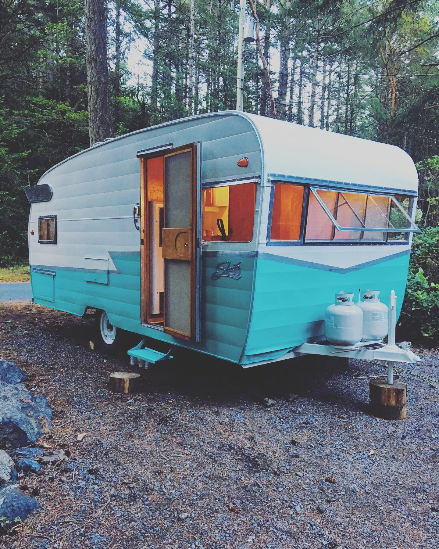 Outside Glow at Dusk . Shasta Deluxe (airflyte) 1960