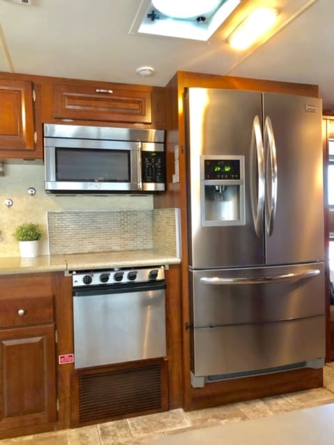 Full Size Home Fridge and Freezer, Microwave, Oven and 3 gas top range!. Forest River Georgetown Bunkhouse 2013