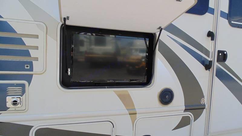 Outdoor TV. Thor Motor Coach Windsport 2015