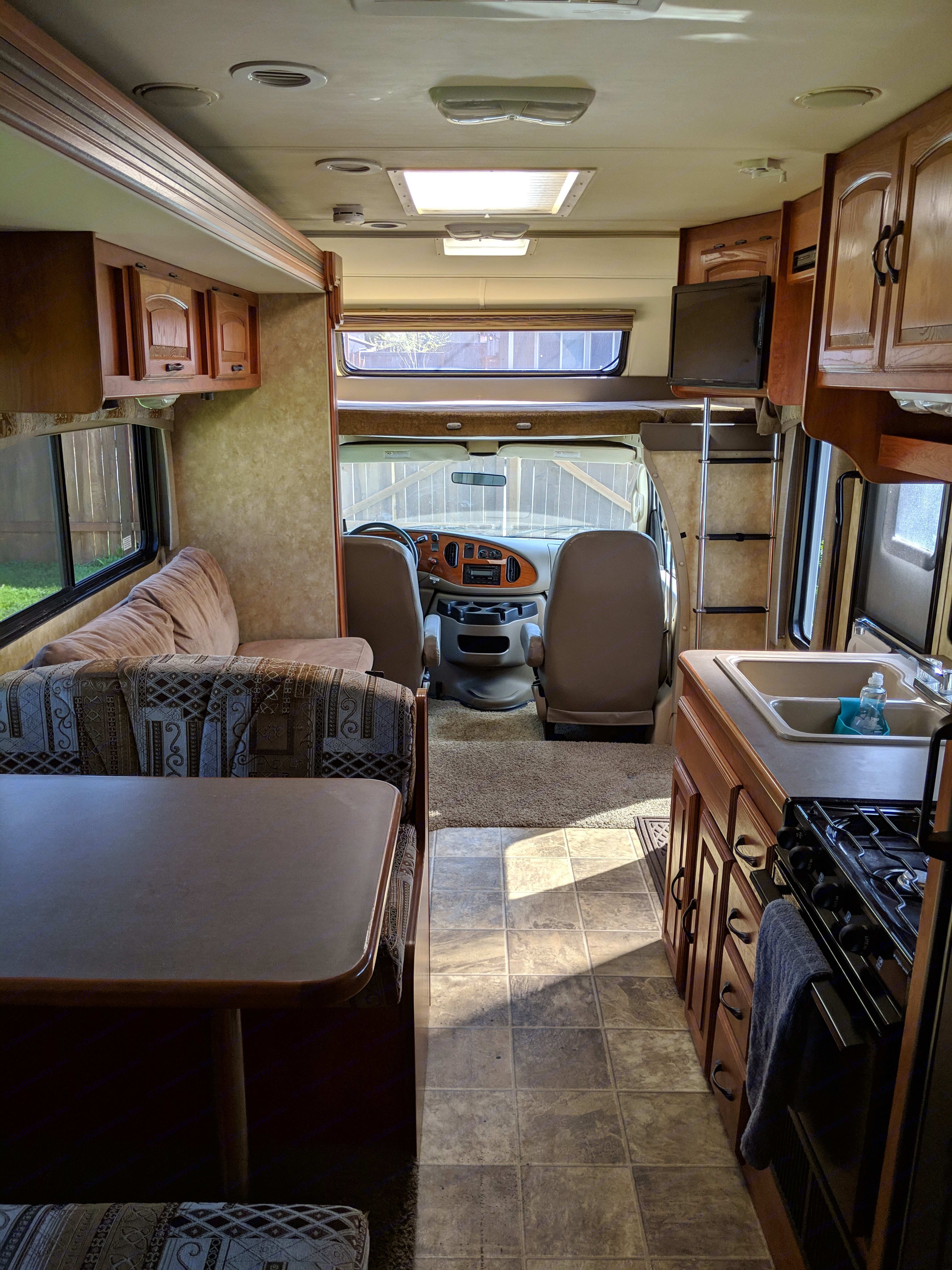 Slide out pulled in and ready to go! . Coachmen Freedom Express 2008