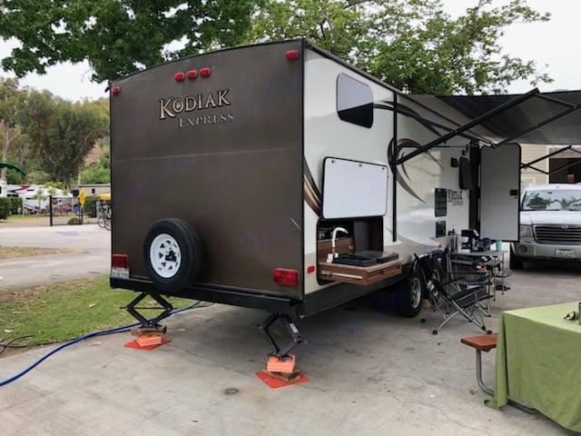 Super convenient outside kitchen.. Dutchmen Kodiak 2014