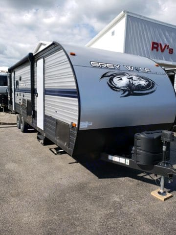 equipped with 2 exit doors. Forest River Cherokee Grey Wolf 2020