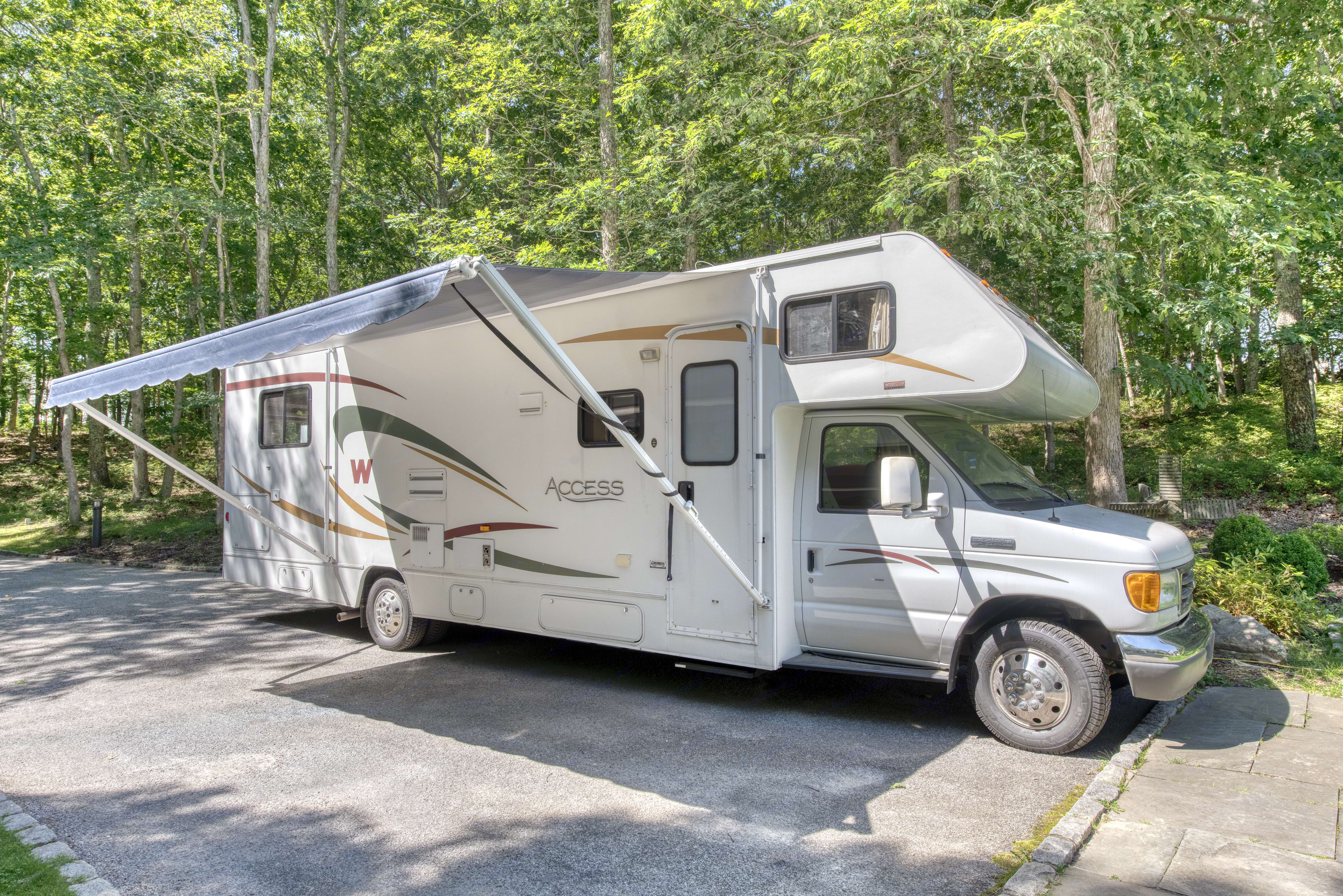 18 ft X 8 ft awing for outdoor patio area. . Winnebago Access 2008