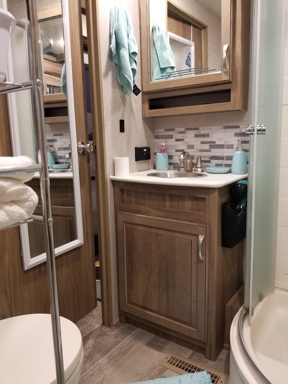 Large bathroom . Dutchmen atlas 2018