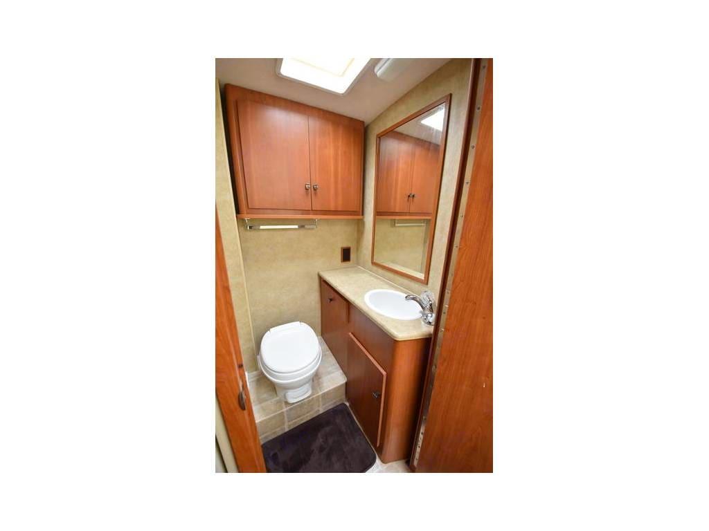 Bathroom. Winnebago Outlook 2008