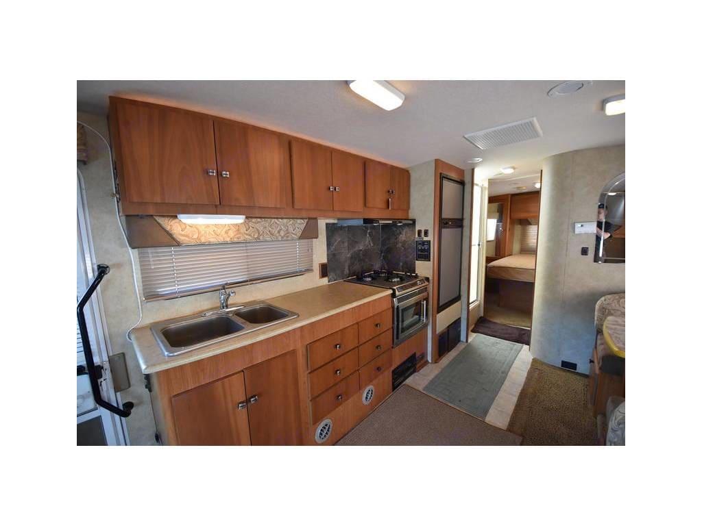 Kitchen. Winnebago Outlook 2008