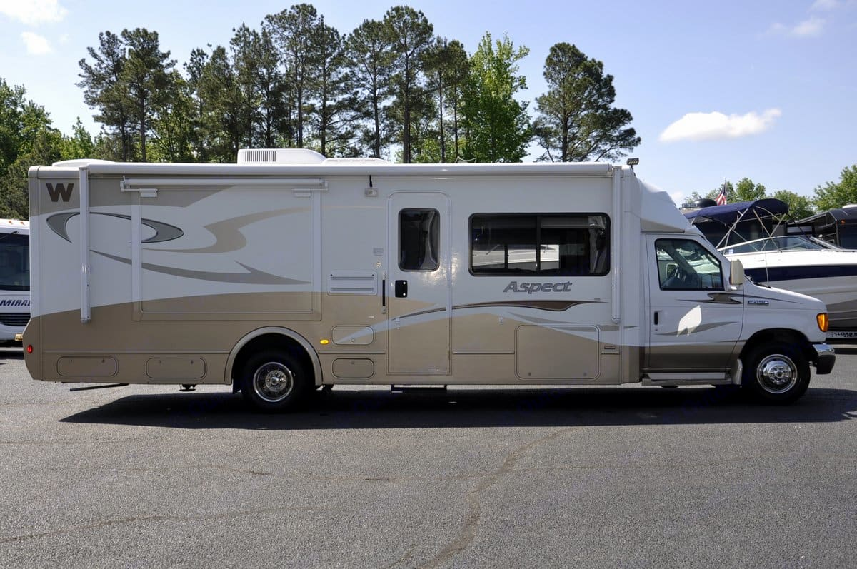 Mid entry convenience, easy to use awning and large window perfect for passenger sightseeing. . Winnebago Aspect 2007