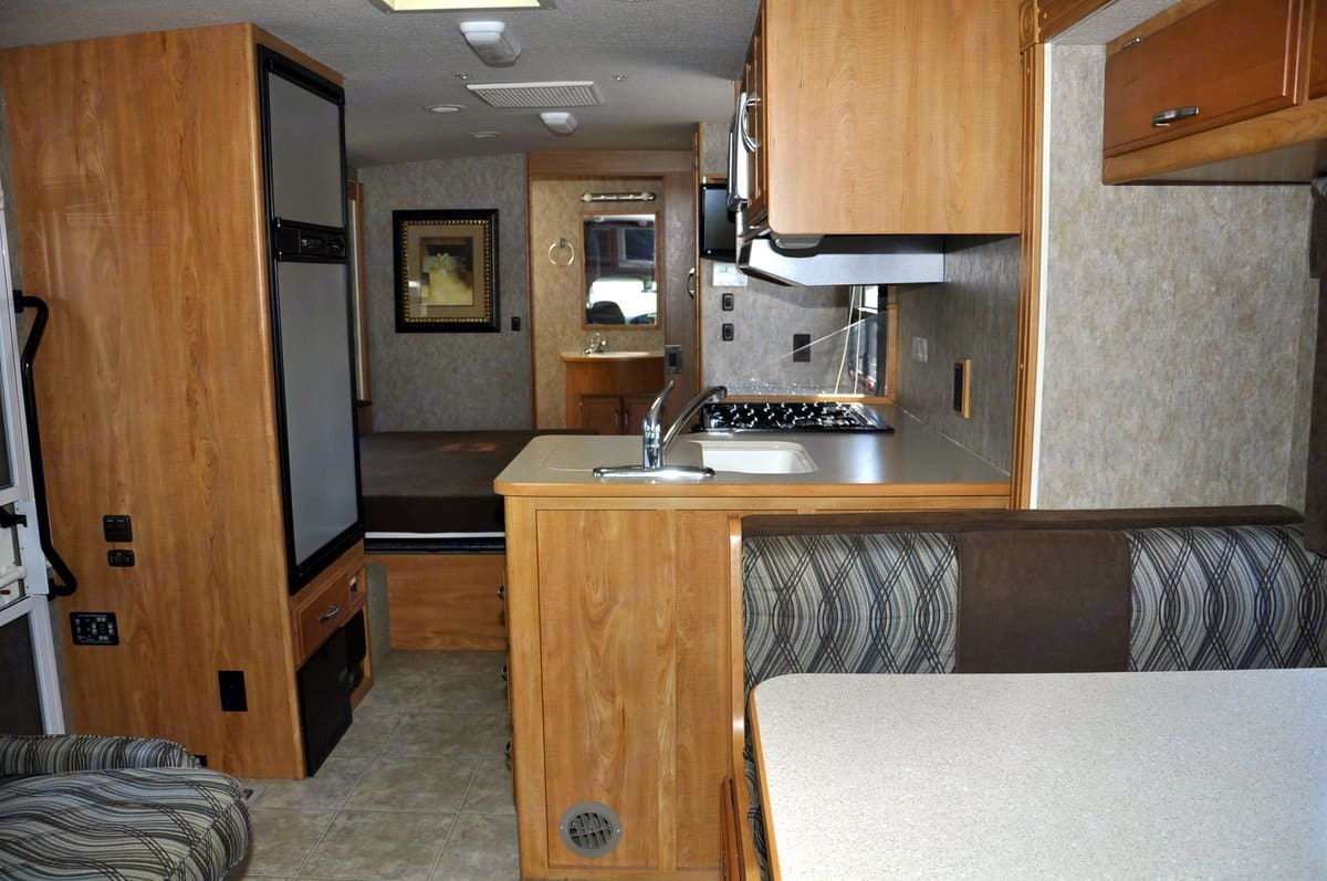 Room for everyone to be comfortable.. Winnebago Aspect 2007