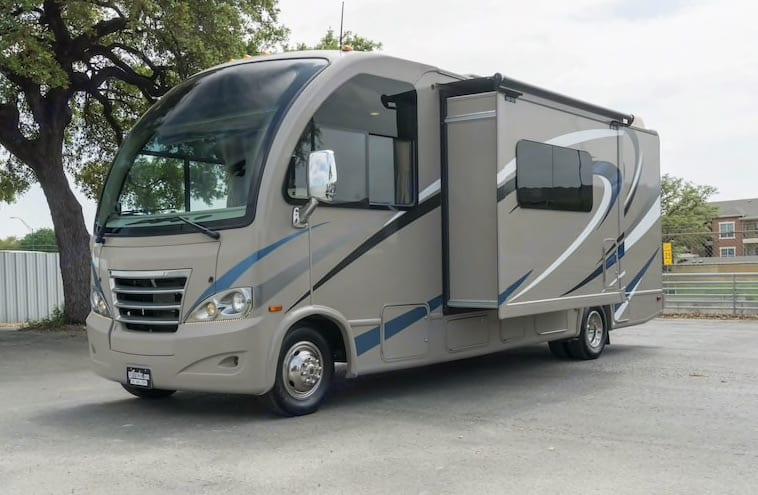 Thor Motor Coach Axis 2016