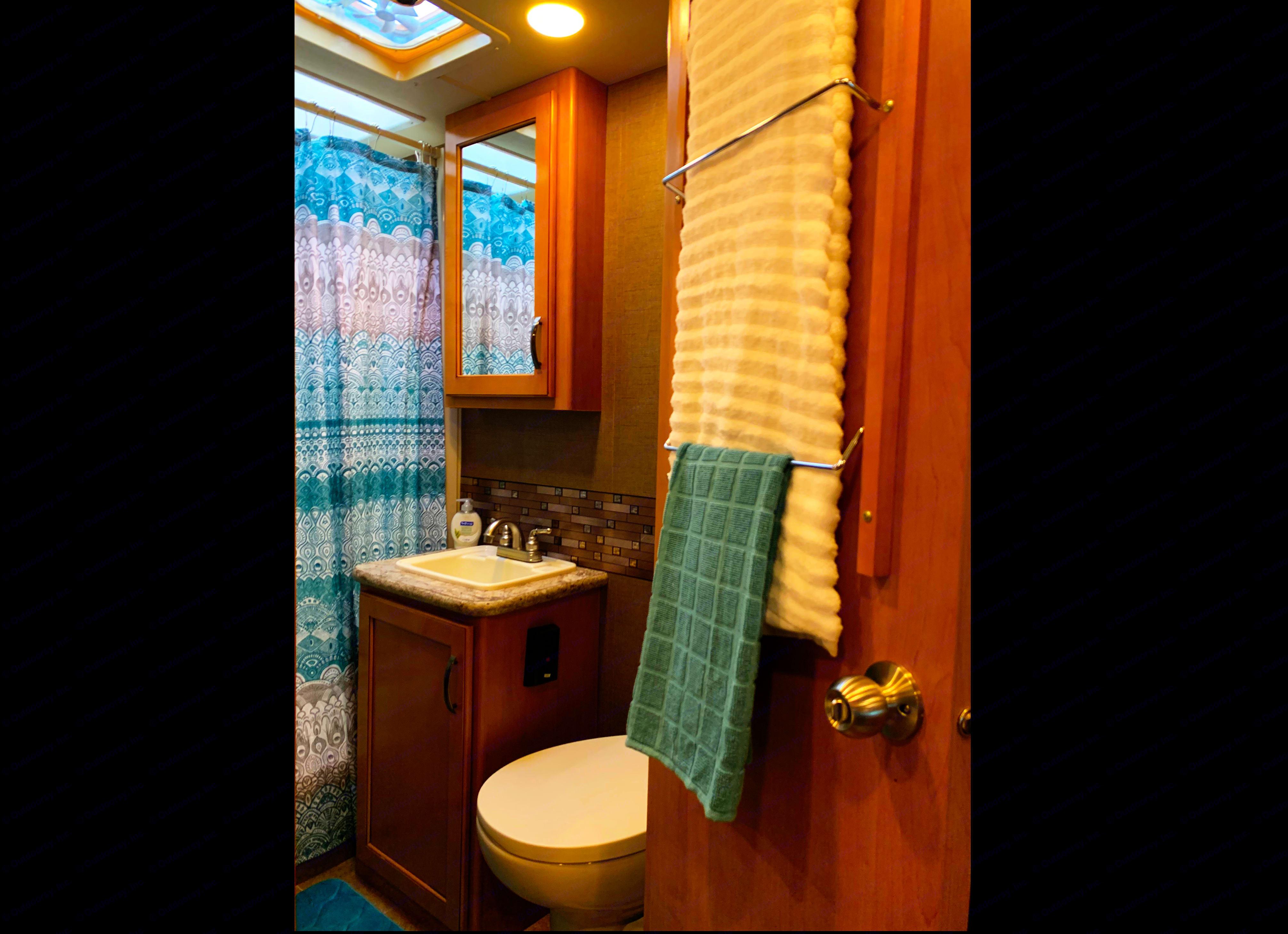 Beautiful fully equipped bathroom.. Thor Motor Coach Chateau 2017