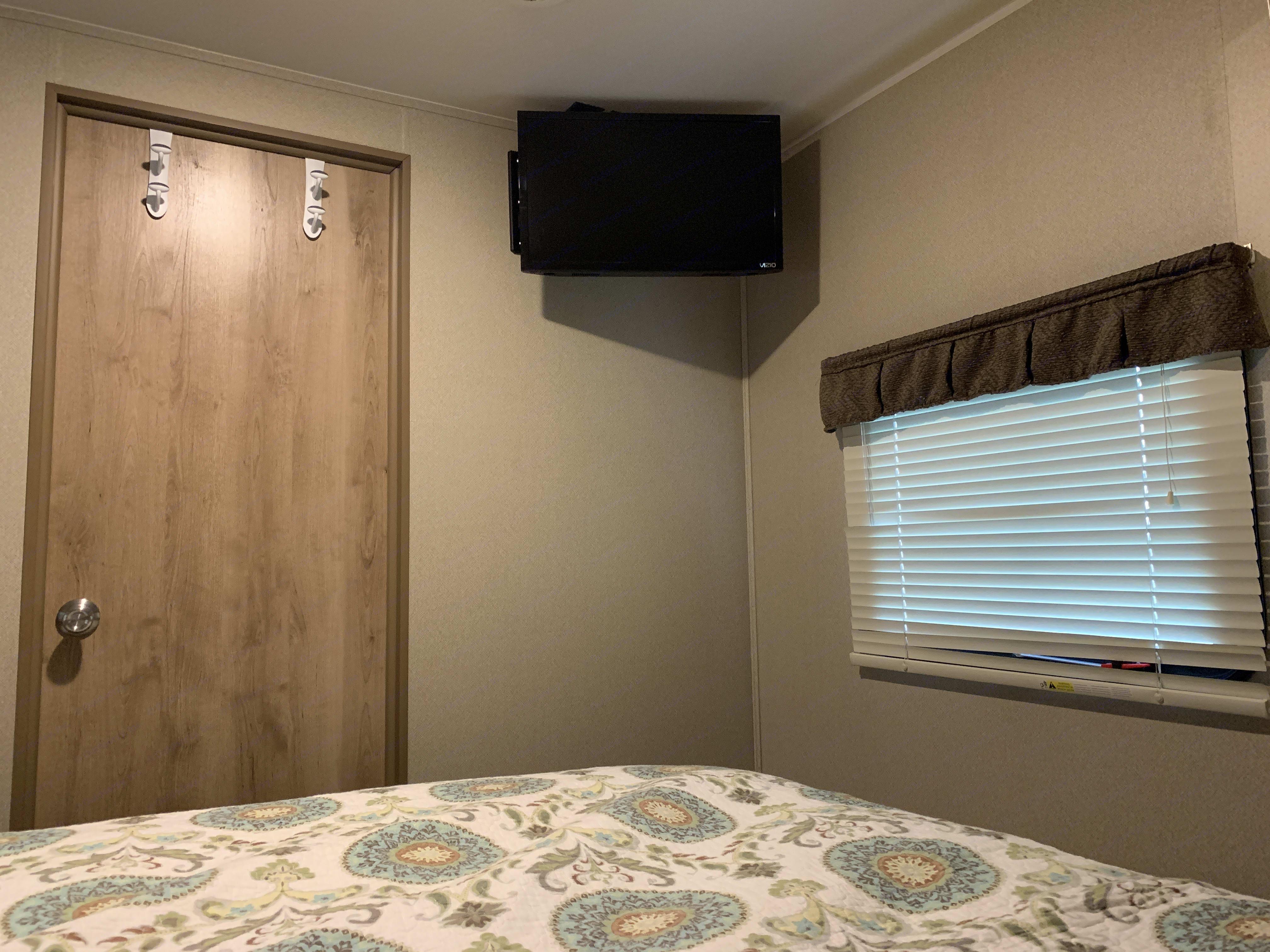 Master bedroom with TV.. Palomino Puma 2016