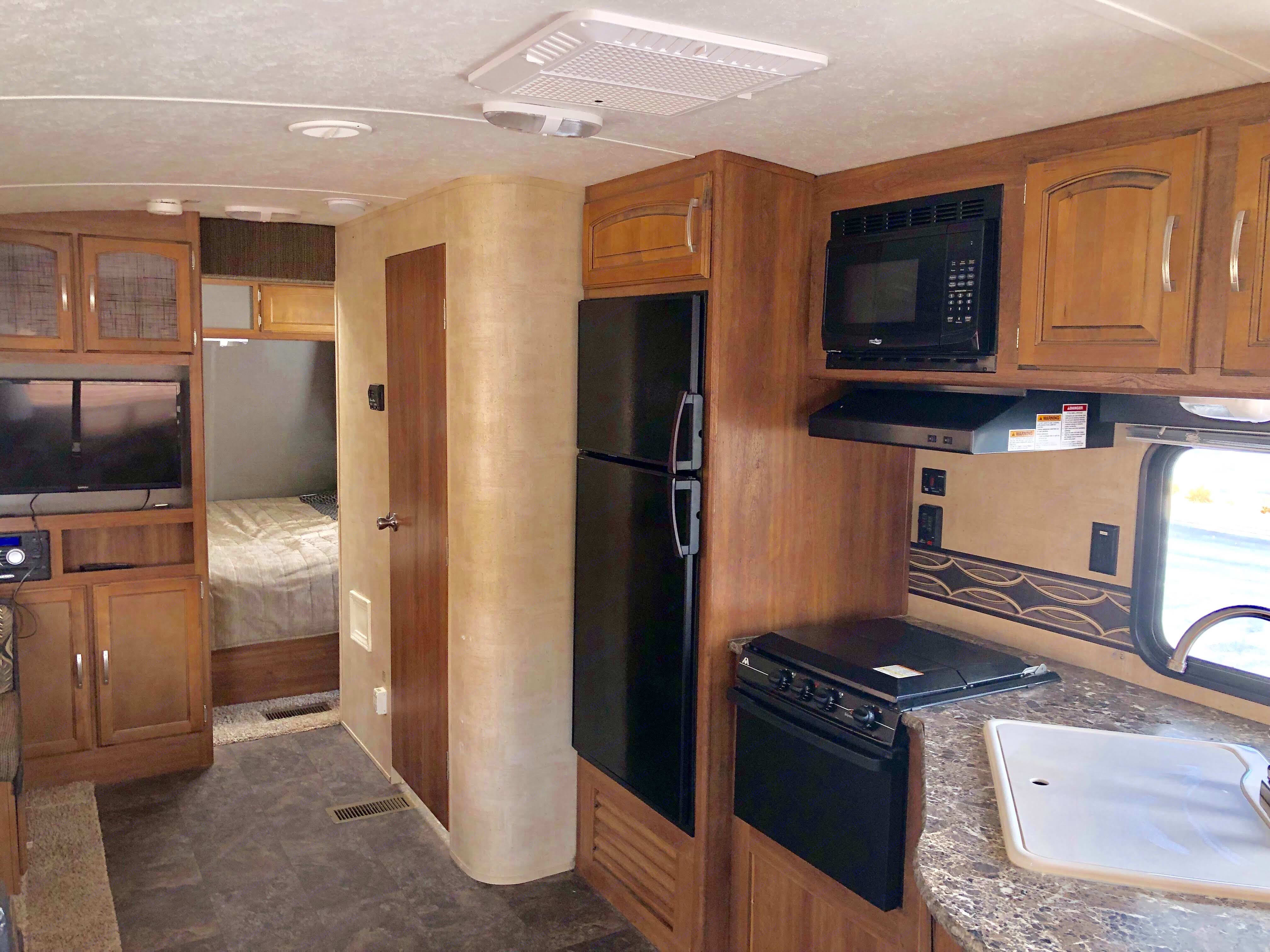comes with fridge, oven, microwave, and stovetop. . Keystone Springdale 2014